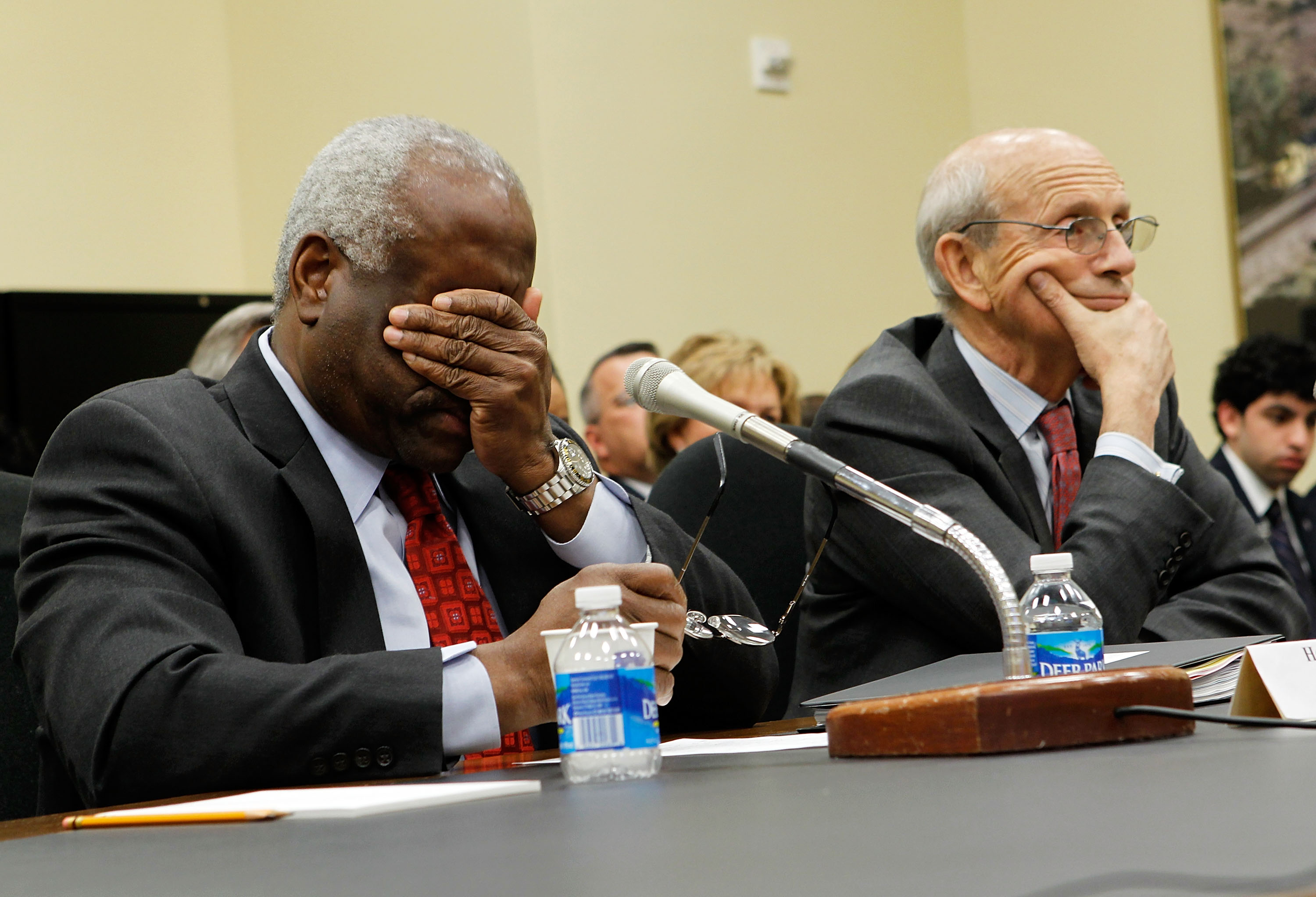 Justices Clarence Thomas (L) and Stephen Breyer (R) testify during a hearing before the House Appropriations Committee on April 15, 2010. (Alex Wong/Getty Images)