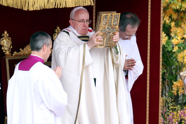 VATICAN CITY, VATICAN - MARCH 31: Pope Francis delivers Mass prior to his first 'Urbi et Orbi' blessing from the balcony of St. Peter's Basilica during Easter Mass on March 31, 2013 in Vatican City, Vatican. (Photo by Franco Origlia/Getty Images)