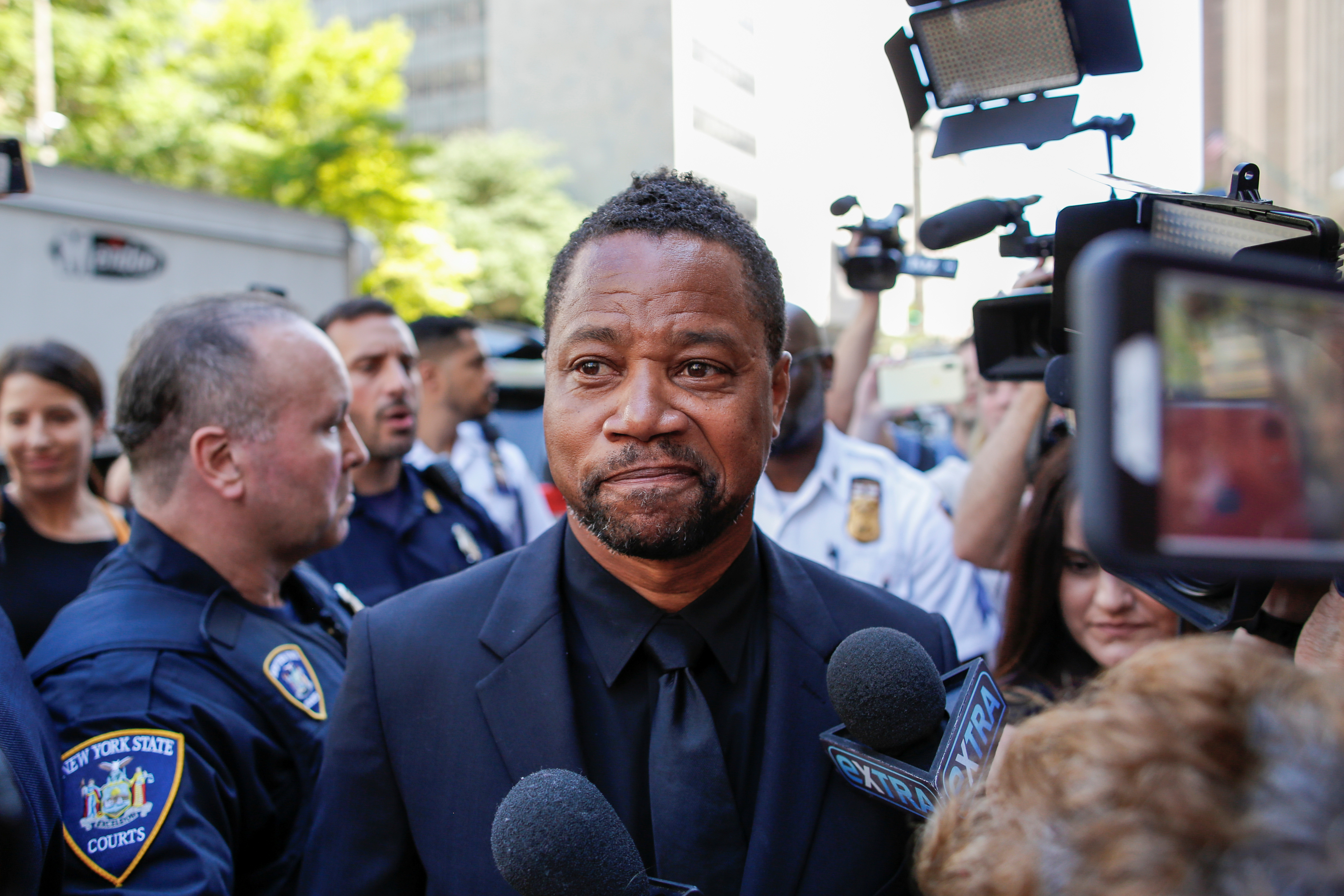 Actor Cuba Gooding Jr. is surrounded by media as he leaves New York Criminal Court in the Manhattan borough of New York City, U.S., June 26, 2019. REUTERS/Eduardo Munoz - RC1FAF1F3E70