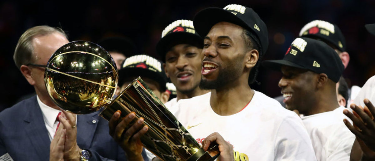 OAKLAND, CALIFORNIA - JUNE 13: Kawhi Leonard #2 of the Toronto Raptors celebrates with the Larry O'Brien Championship Trophy after his team defeated the Golden State Warriors to win Game Six of the 2019 NBA Finals at ORACLE Arena on June 13, 2019 in Oakland, California. (Photo by Ezra Shaw/Getty Images)