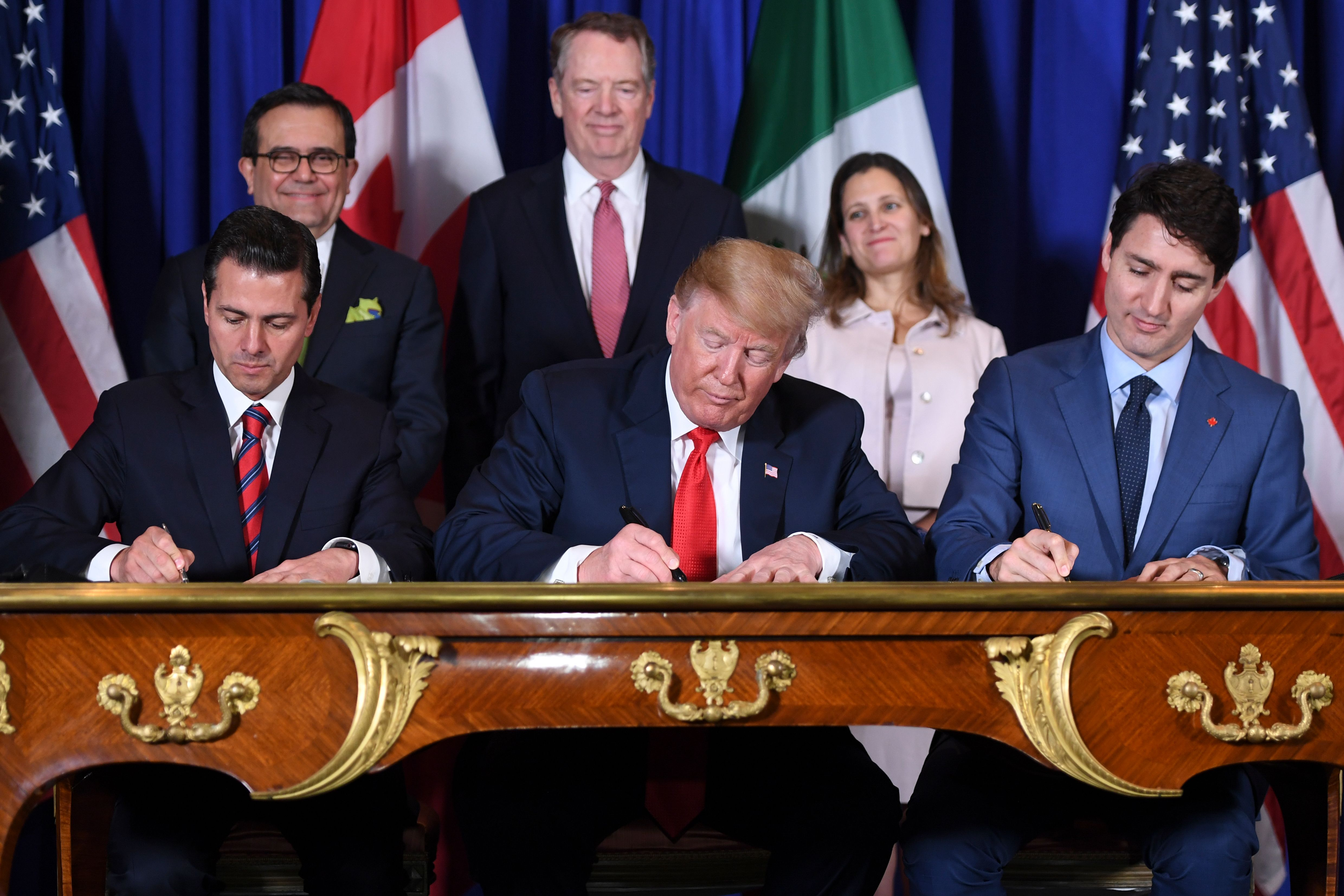 Mexico's President Enrique Pena Nieto (L) US President Donald Trump (C) and Canadian Prime Minister Justin Trudeau, sign a new free trade agreement in Buenos Aires, on November 30, 2018 (SAUL LOEB/AFP/Getty Images)