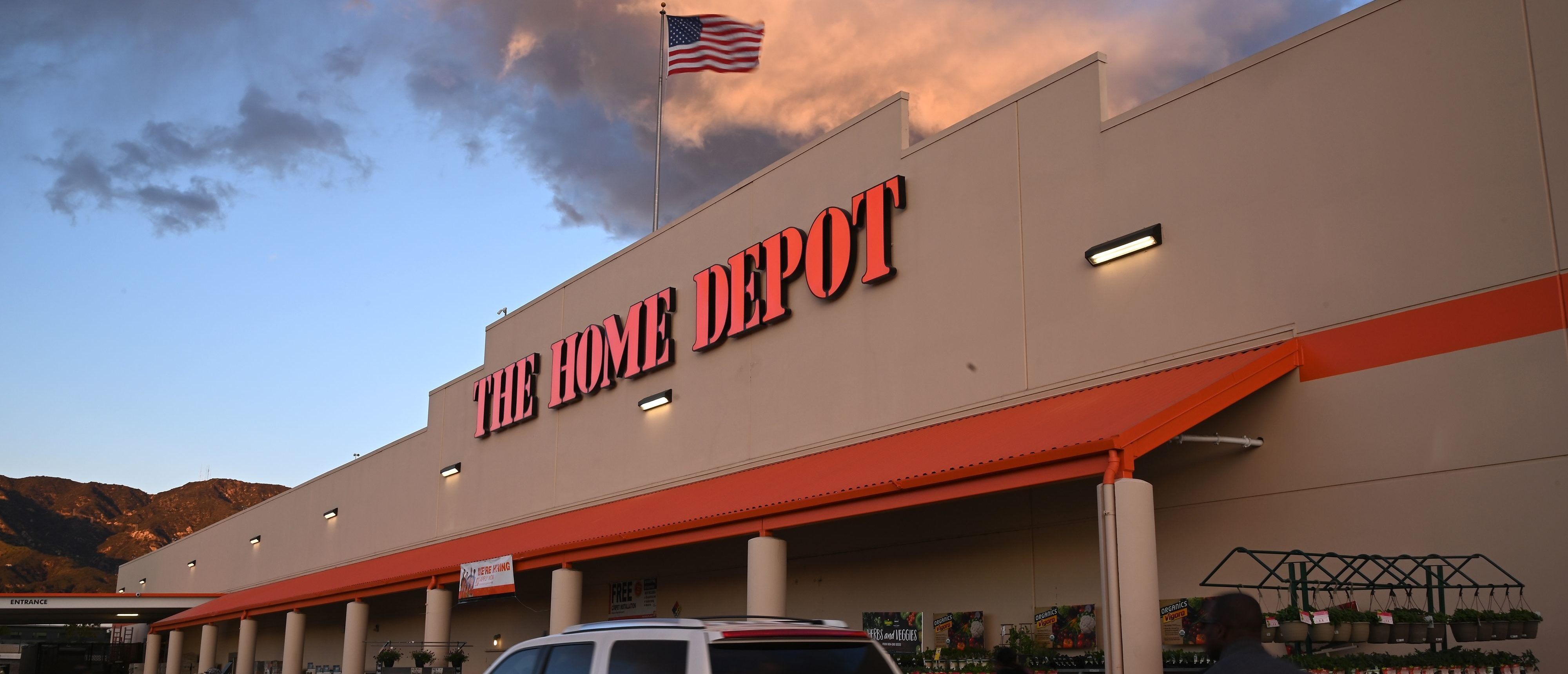 A Home Depot store in Burbank, California is seen on February 18, 2019. - The home improvement retail giant offered a weaker than expected outlook for fiscal 2019 when it reported its fourth quarter earnings February 26, 2019 leading stocks to weaken in early trading.Dow member Home Depot shed 3.2 percent as it projected slightly lower 2019 sales growth compared with last year. (Photo by Robyn Beck / AFP) (Photo credit should read ROBYN BECK/AFP/Getty Images)