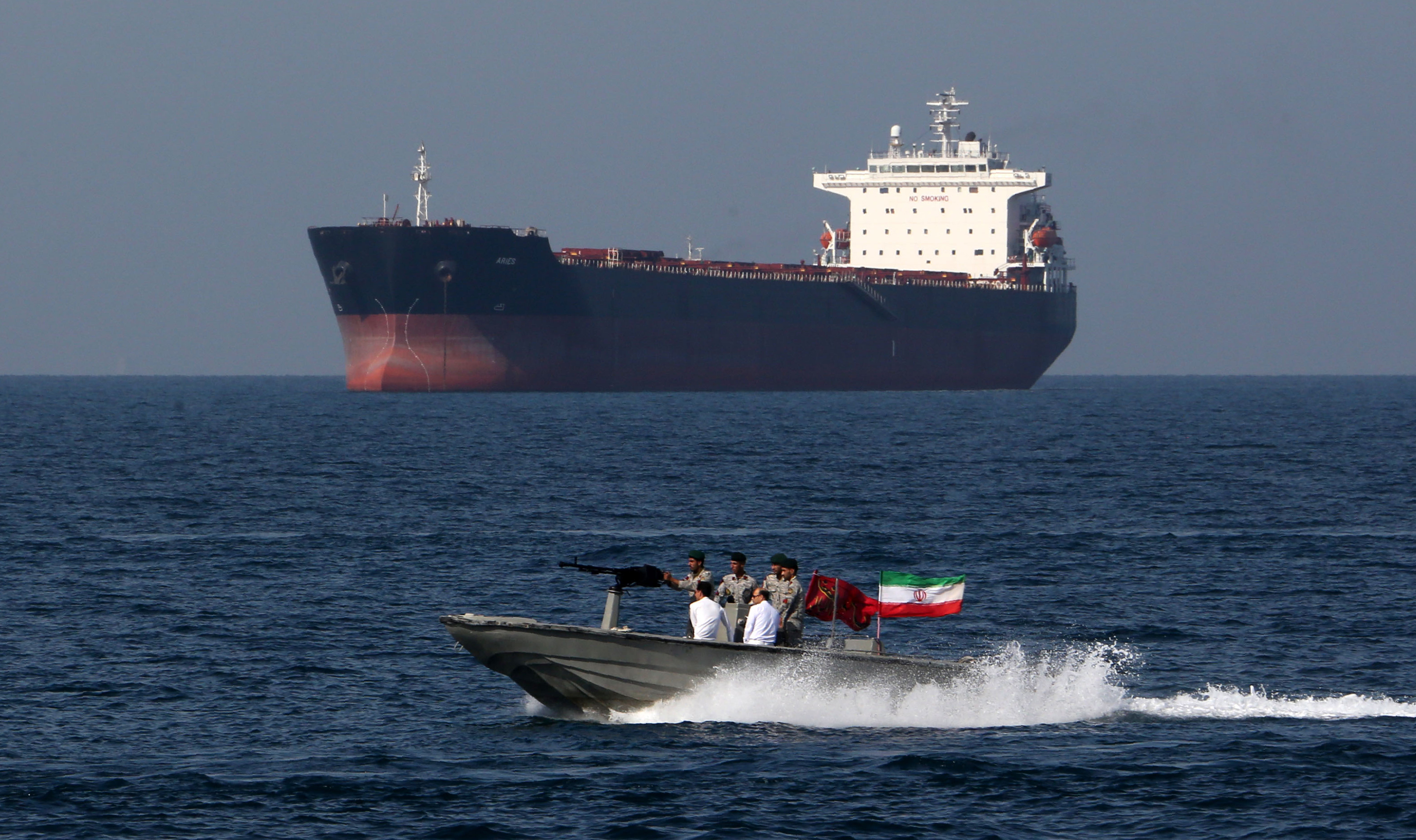 "Iranian soldiers take part in the ""National Persian Gulf day"" in the Strait of Hormuz, on April 30, 2019. (ATTA KENARE/AFP/Getty Images)"