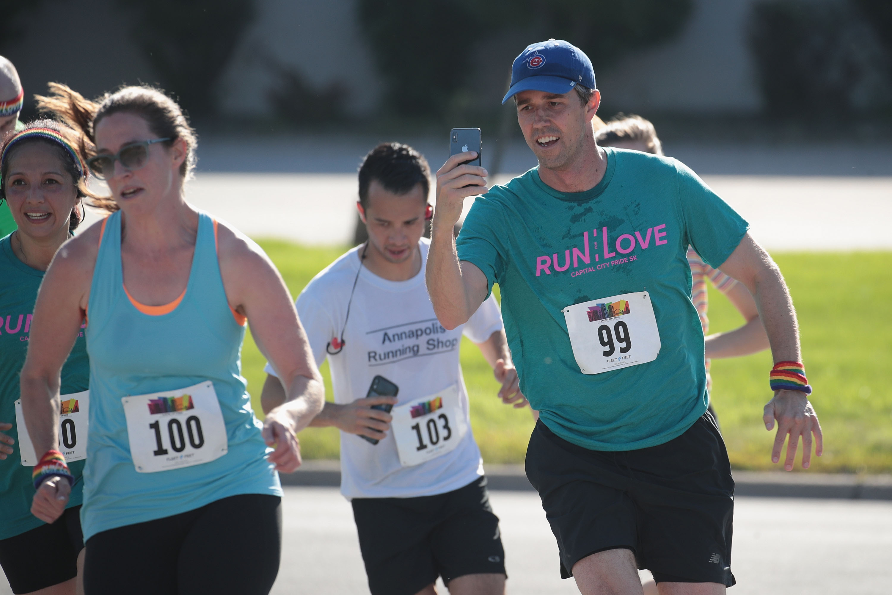 Democratic presidential candidate and former Texas congressman Beto O'Rourke nears the finish line behind his wife Amy in the Pride Fest Fun Run 5K on June 08, 2019 in Des Moines, Iowa. (Photo by Scott Olson/Getty Images)