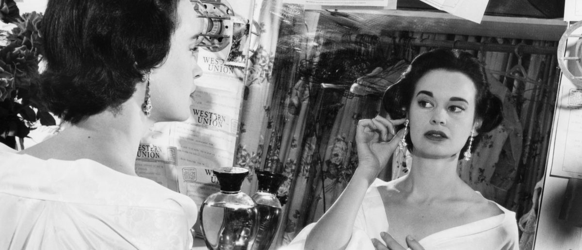 Photo taken on August 23, 1954 shows US actress and fashion designer Gloria Vanderbilt. (Photo by - / INTERCONTINENTALE / AFP) (Photo credit should read -/AFP/Getty Images)