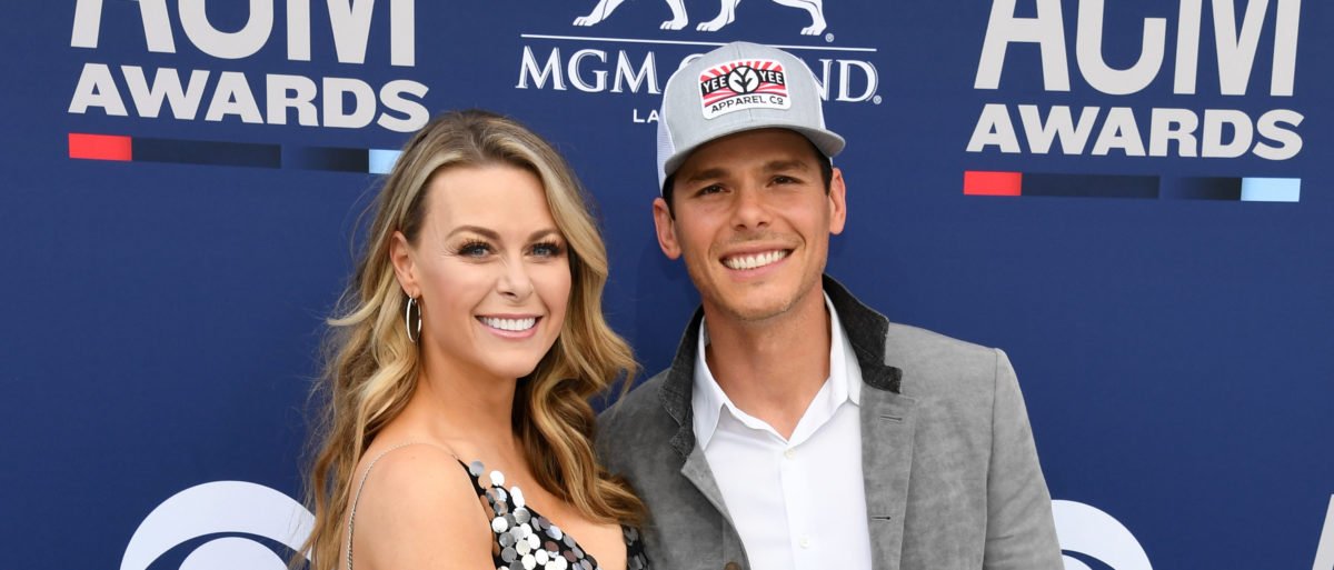 Amber Bartlett (L) and Granger Smith attends the 54th Academy Of Country Music Awards at MGM Grand Garden Arena on April 07, 2019 in Las Vegas, Nevada. (Photo by Ethan Miller/Getty Images)