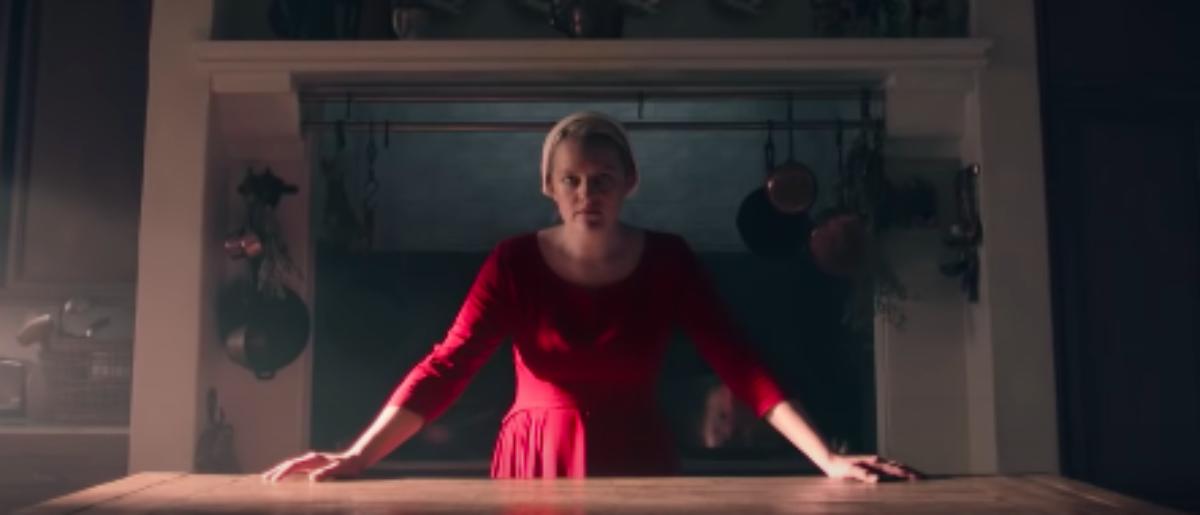 Elisabeth Moss Praises 'Handmaid's Tale' Costumes As Pro-Choice Symbol