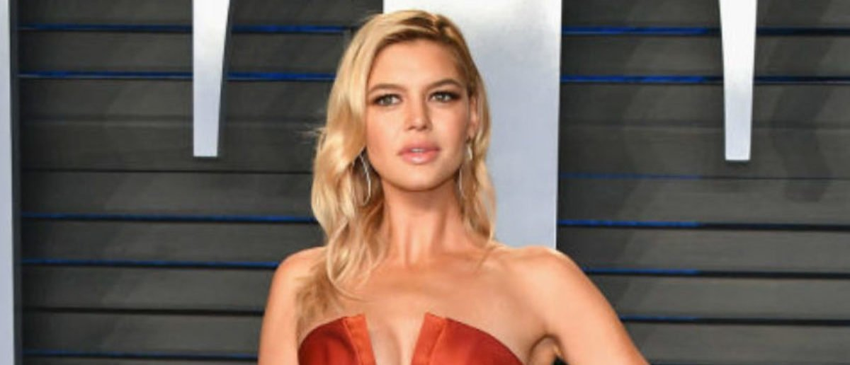 BEVERLY HILLS, CA - MARCH 04: Kelly Rohrbach attends the 2018 Vanity Fair Oscar Party hosted by Radhika Jones at Wallis Annenberg Center for the Performing Arts on March 4, 2018 in Beverly Hills, California. (Photo by Dia Dipasupil/Getty Images)