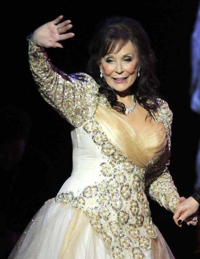"Country legend Loretta Lynn waves after performing during the ""Grammy Salute to Country Music honoring Loretta Lynn"" in Nashville, Tennessee, October 12, 2010. REUTERS/Tami Chappell"