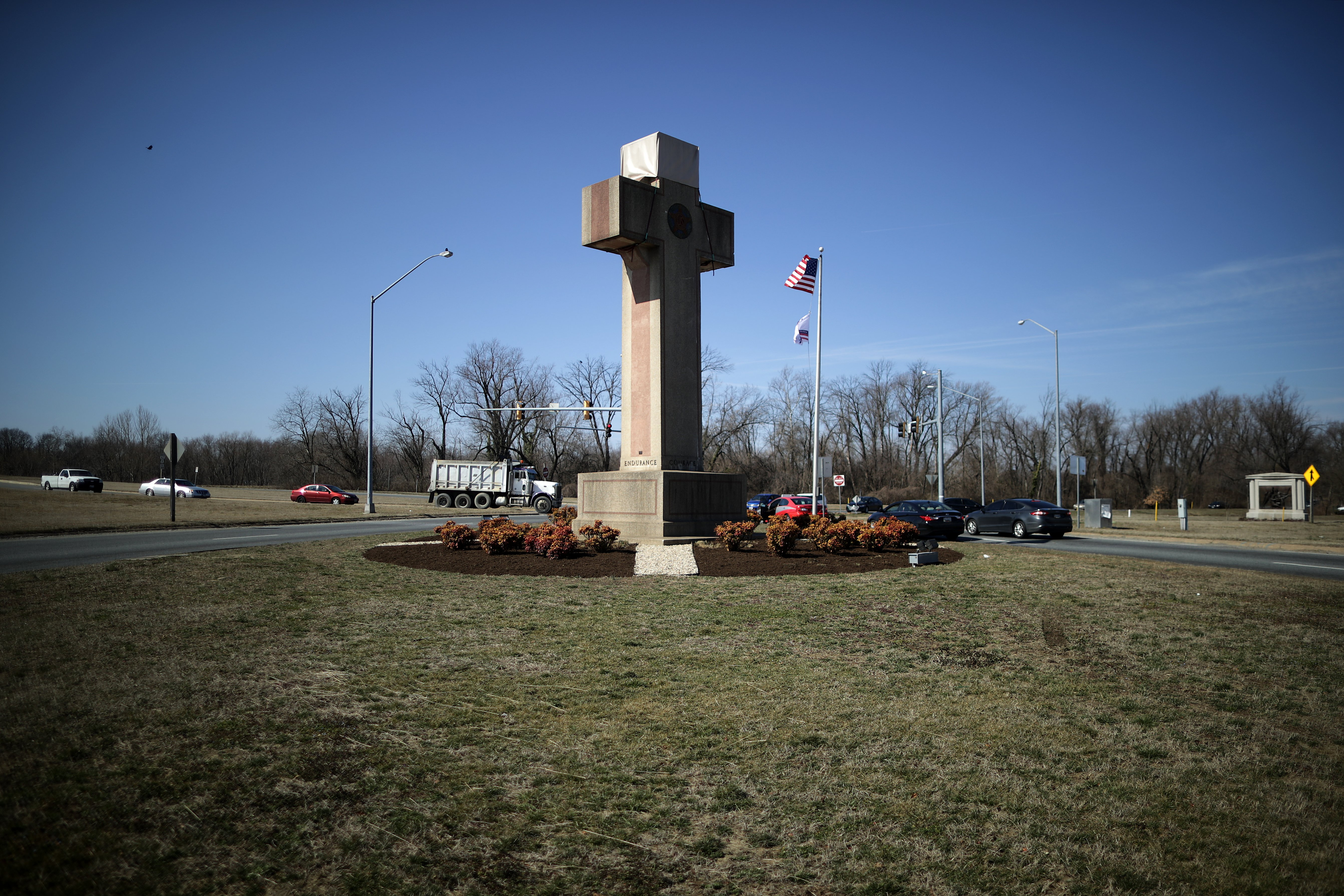 A 40-foot cross that honors 49 fallen World War I soldiers from Prince George's County stands at a busy intersection in Bladensburg, Maryland on February 28, 2019. (Chip Somodevilla/Getty Images)