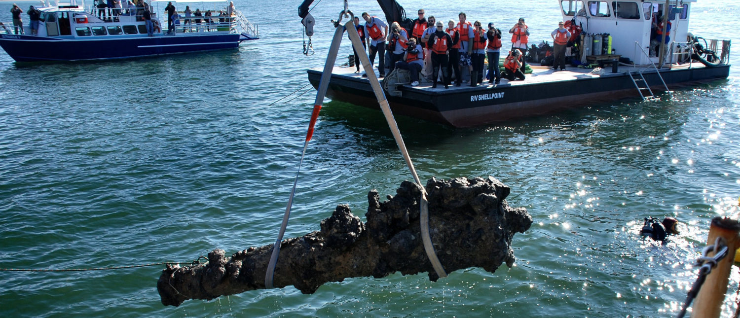 A one-ton cannon from the Queen Anne's Revenge shipwreck site is pulled from the water on October 26, 2011. (REUTERS/Karen Browning/N.C. Department of Cultural Resources)