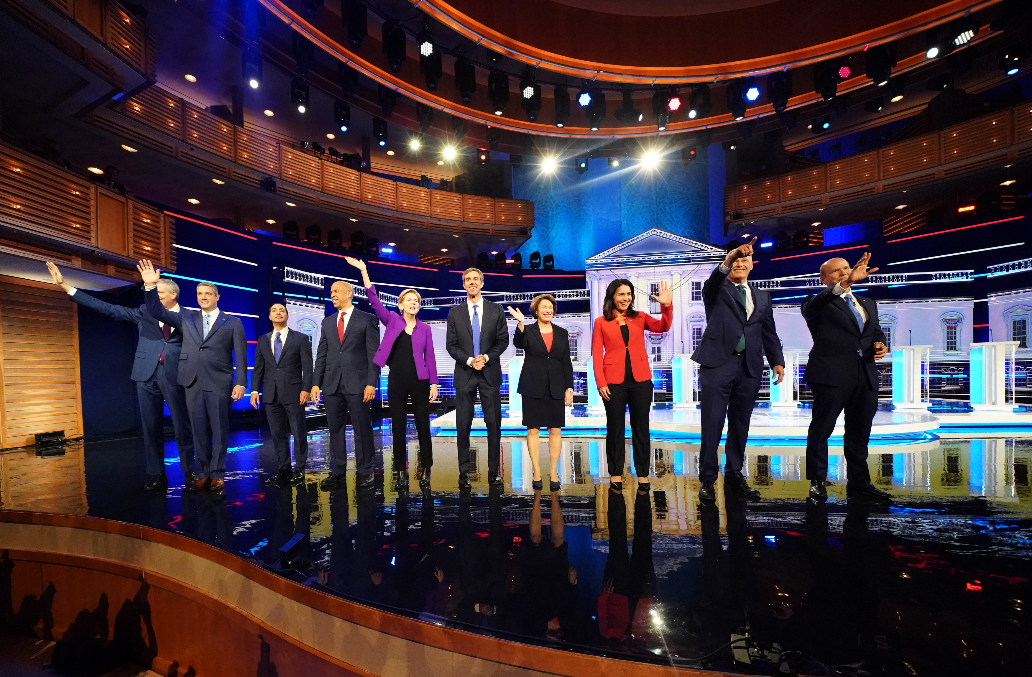 Democratic 2020 presidential candidates New York City Mayor Bill de Blasio, U.S. Rep. Tim Ryan, former HUD Secretary Julian Castro, U.S. Senator Cory Booker, U.S. Senator Elizabeth Warren, former U.S. Rep. Beto O'Rourke, Senator Amy Klobuchar, U.S. Rep. Tulsi Gabbard, Washington Governor Jay Inslee and former U.S. Rep. John Delaney pose together before the start of the first U.S. 2020 presidential election Democratic candidates debate in Miami, Florida, U.S., June 26, 2019. REUTERS/Carlo Allegri