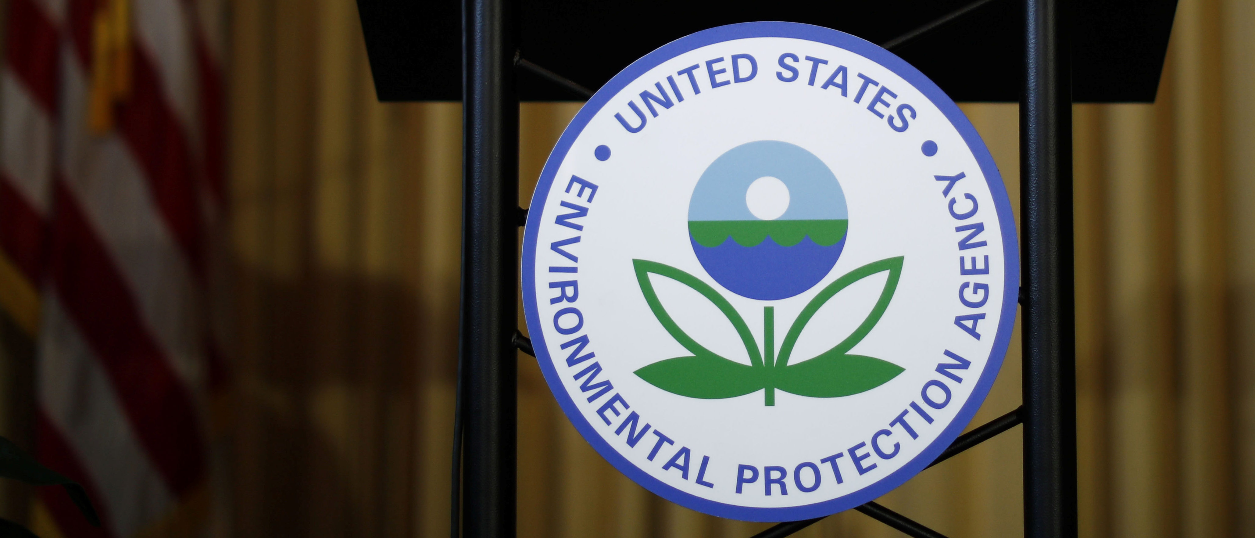 An empty podium awaits the arrival of U.S. Environmental Protection Agency (EPA) Acting Administrator Andrew Wheeler to address staff at EPA headquarters in Washington, U.S., July 11, 2018. REUTERS/Ting Shen.