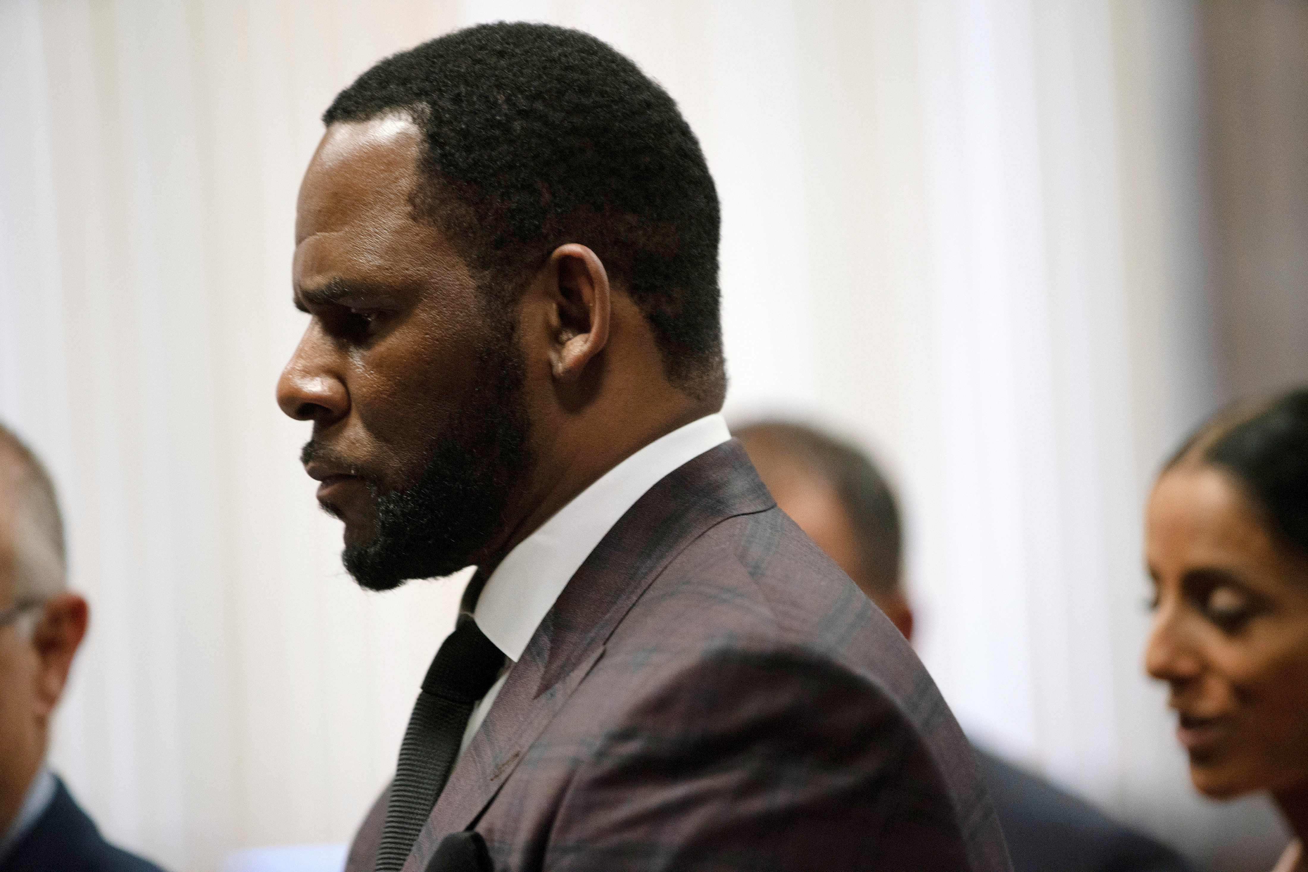 R. Kelly appears for a hearing at Leighton Criminal Court Building in Chicago, Illinois, U.S., June 26, 2019. E. Jason Wambsgans/Chicago Tribune/Pool via REUTERS