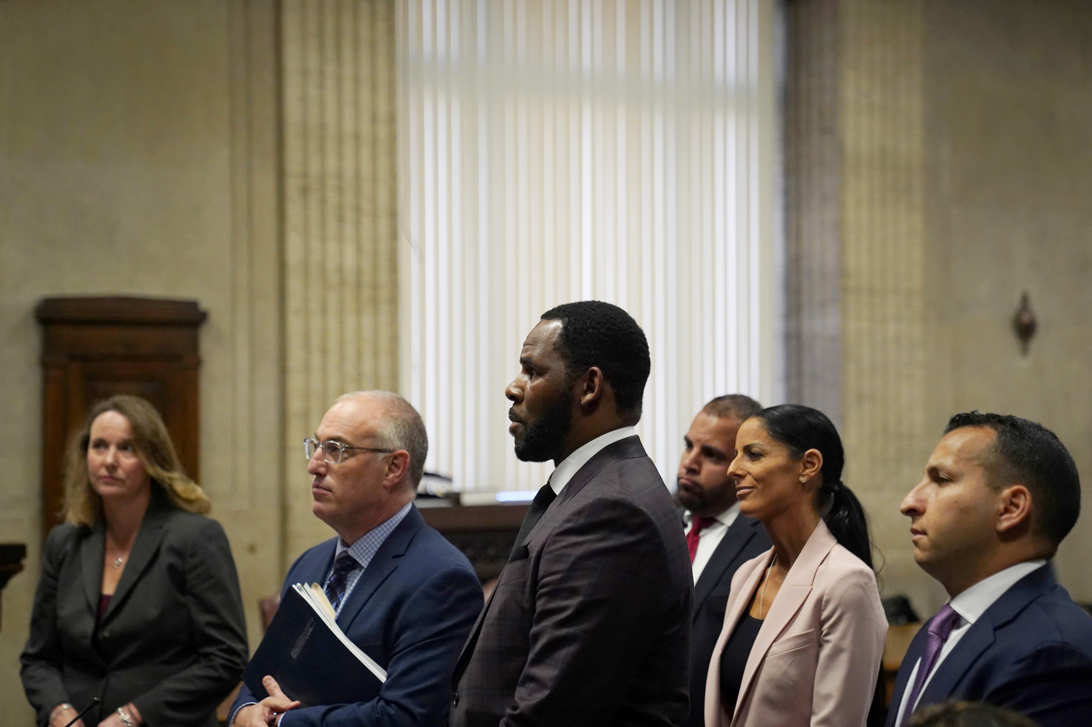 R. Kelly appears for a hearing at Leighton Criminal Court Building in Chicago, Illinois, U.S., June 26, 2019. E. Jason Wambsgans/Chicago Tribune/Pool via REUTERS - RC166CFDAD20