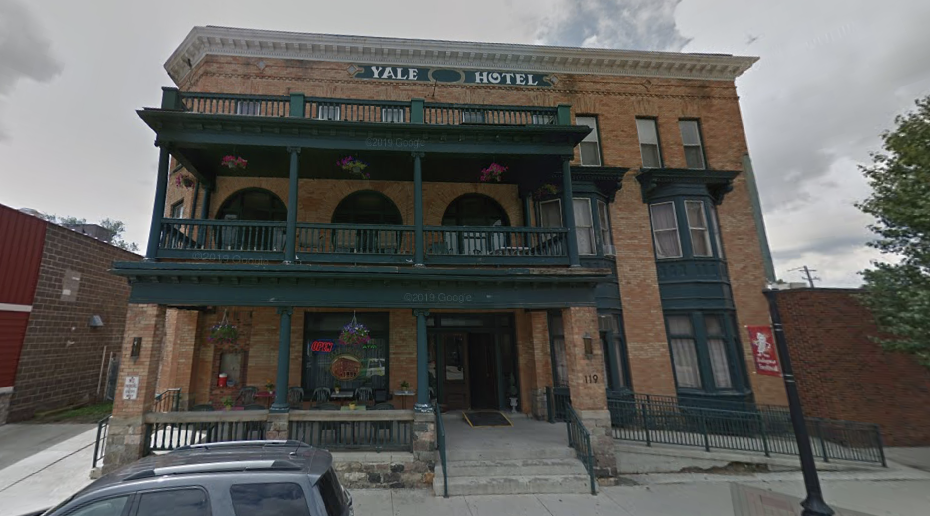 The Yale Hotel in Michigan has offered a free room and transportation for women seeking abortions. (Google Maps, Street View)