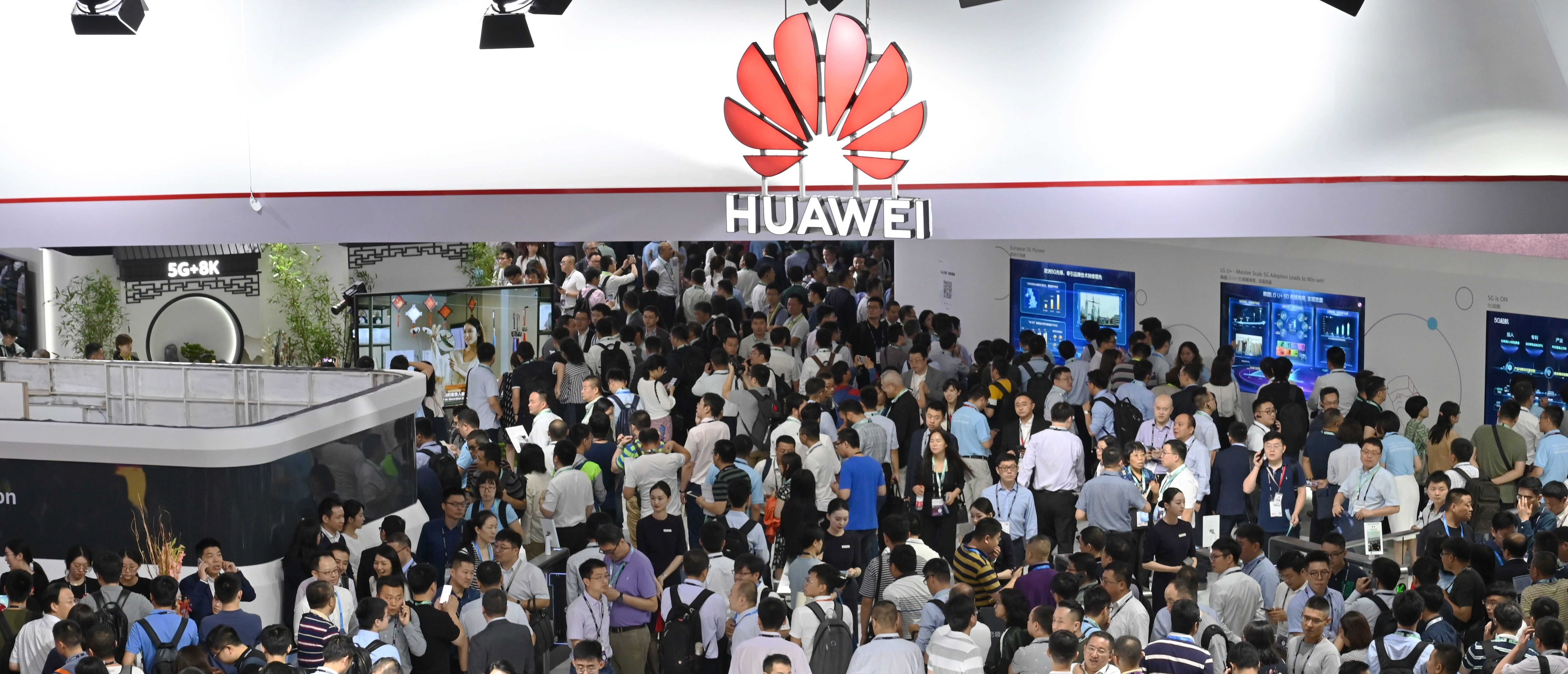 People visit a Huawei stand during the Mobile World Congress (MWC 2019) introducing next-generation technology at the Shanghai New International Expo Centre(SNIEC) in Shanghai on June 26, 2019. (Photo by HECTOR RETAMAL/AFP/Getty Images)