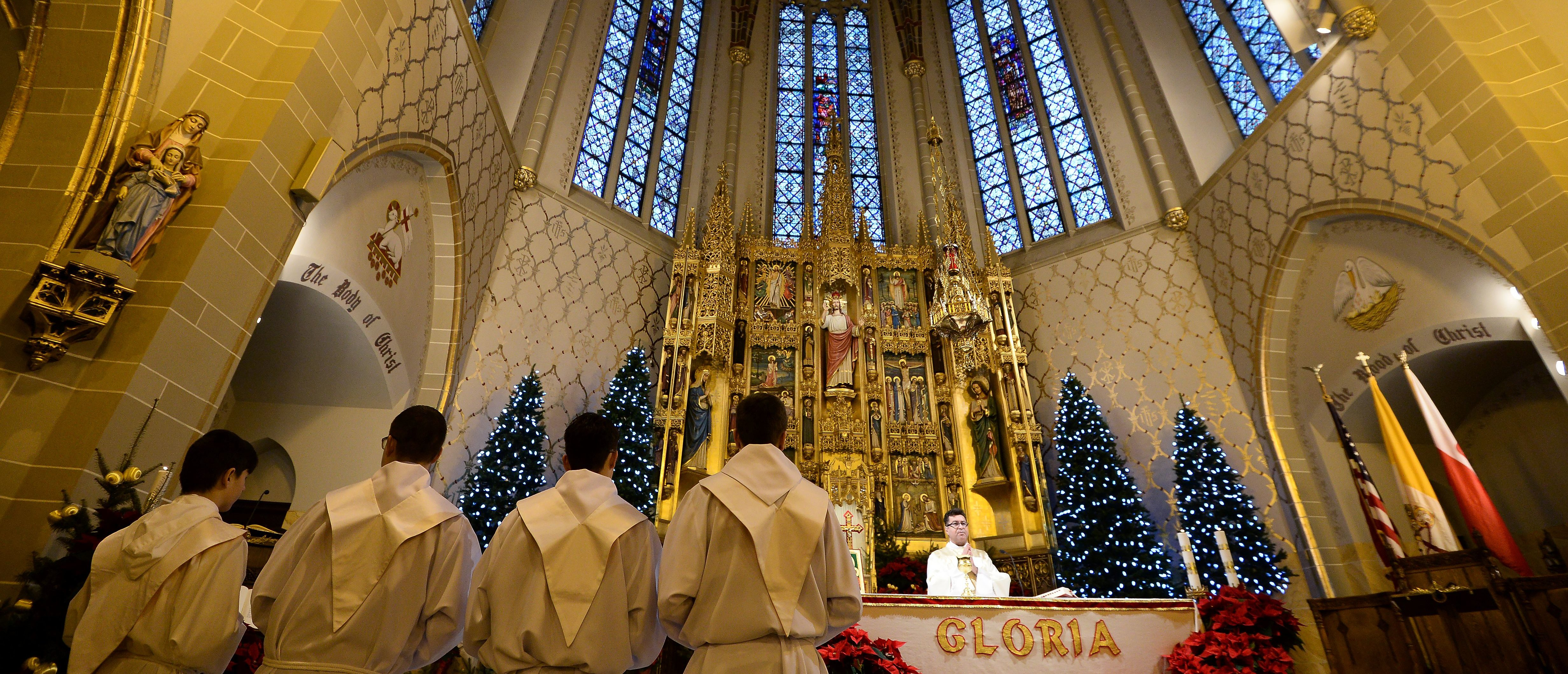 Priests celebrate mass at a Catholic church in the Archdiocese of Detroit, January 10, 2016. Detroit priest Eduard Perrone has been removed from ministry after investigation by the Associated Press exposed a credible sexual abuse allegation against him. (Photo: JEWEL SAMAD/AFP/Getty Images)