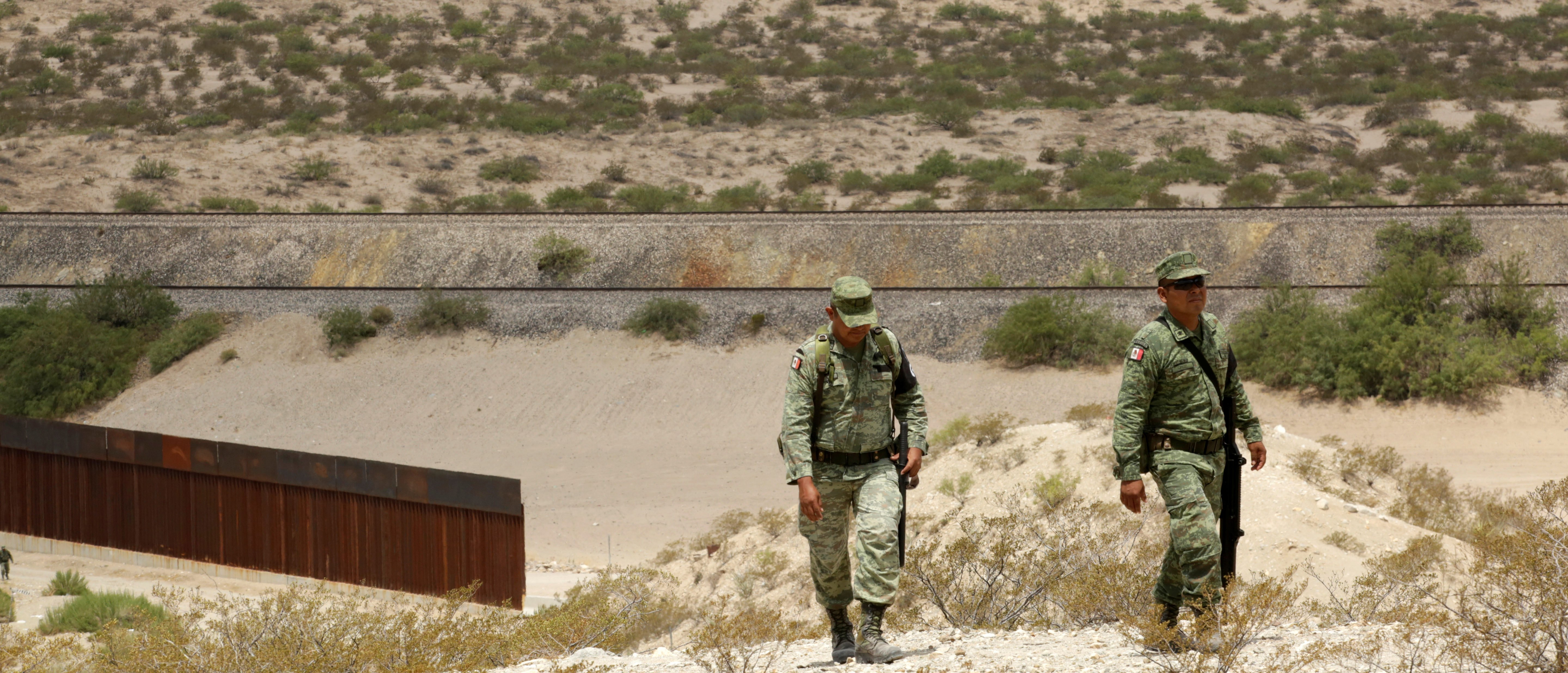 Members of the Mexican National Guard patrol the border with the United States, as seen from Anapra neighborhood, on the outskirts of Ciudad Juarez, Mexico, July 24, 2019. REUTERS/Jose Luis Gonzalez