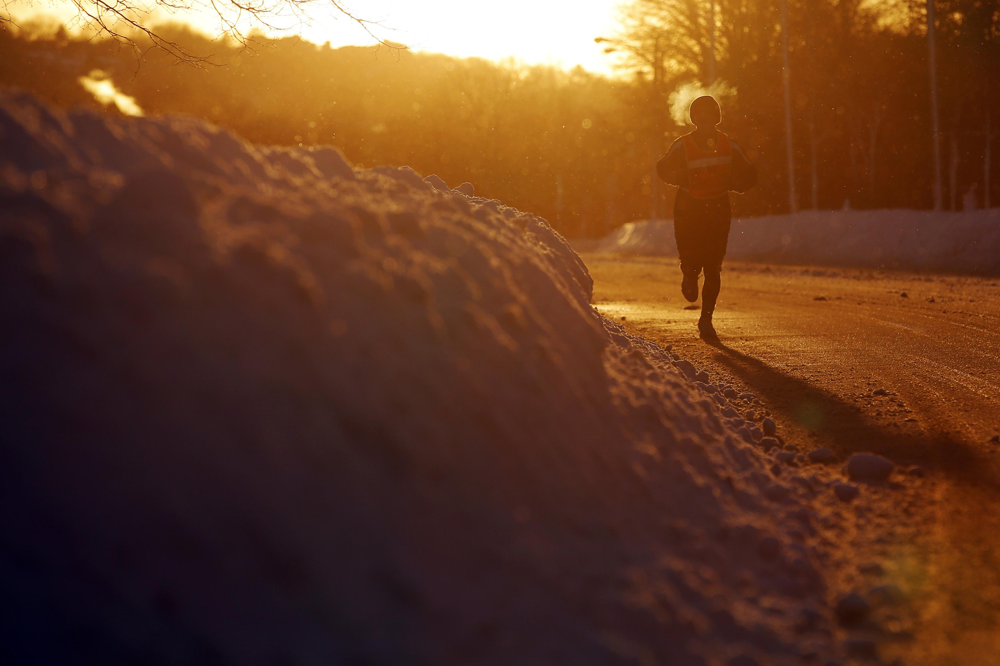 A jogger runs along Memorial Drive in Cambridge, Massachusetts. (Photo: REUTERS/Brian Snyder)