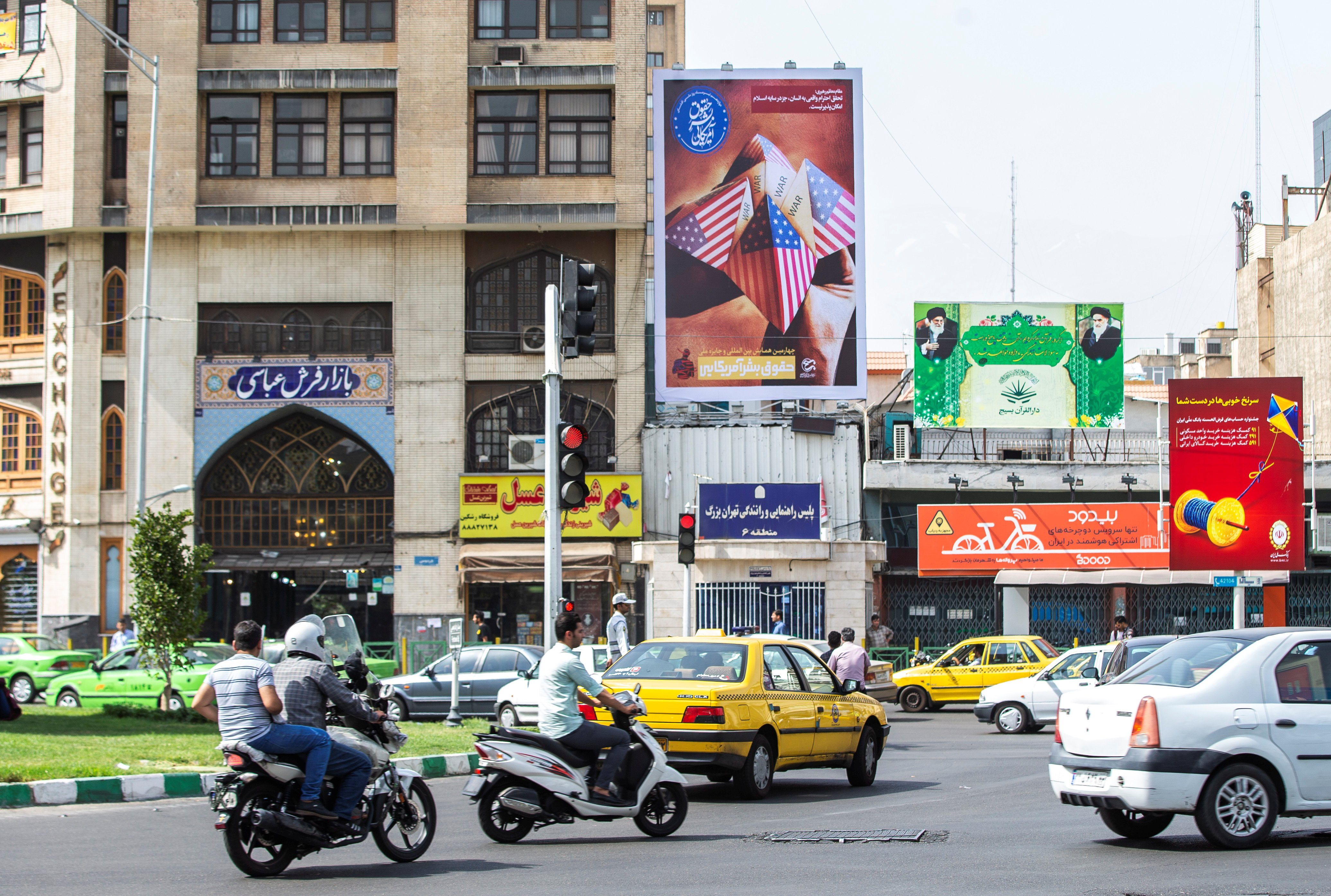 A general view of Ferdowsi Square showing an anti-U.S. mural in Tehran, Iran July 6, 2019. Picture taken July 6, 2019. Nazanin Tabatabaee/ WANA (West Asia News Agency) via REUTERS.