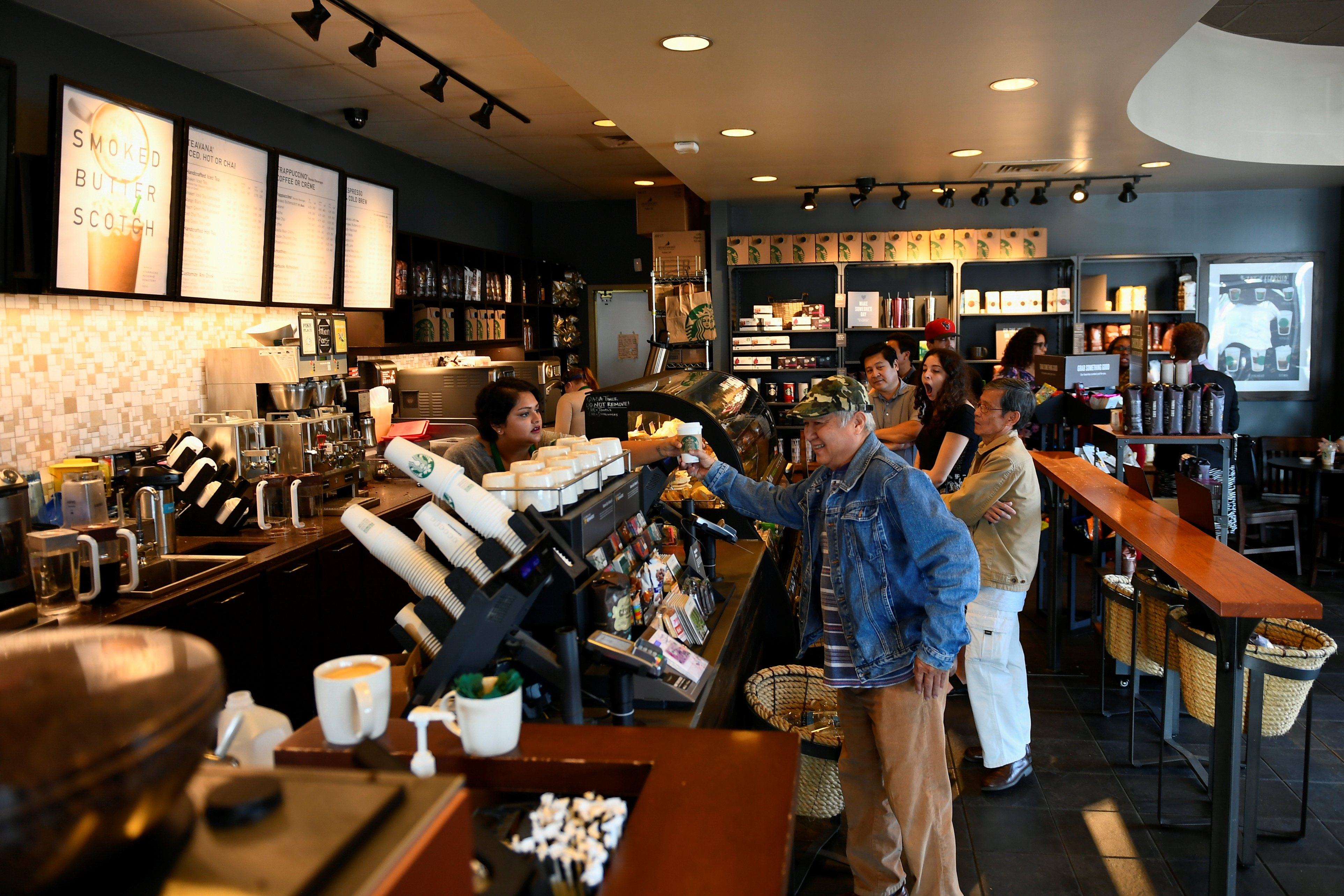 Customers stand in line at a Starbucks coffeehouse in Austin, Texas, U.S., February 11, 2017. Picture taken February 11, 2017. REUTERS/Mohammad Khursheed - RC11FDA5A660