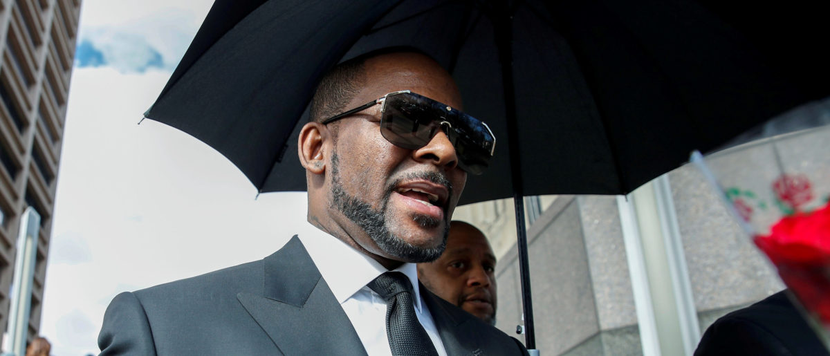 Grammy-winning R&B star R. Kelly leaves the Cook County courthouse after a hearing on multiple counts of criminal sexual abuse case, in Chicago, Illinois, U.S. March 22, 2019. REUTERS/Kamil Krzaczynski