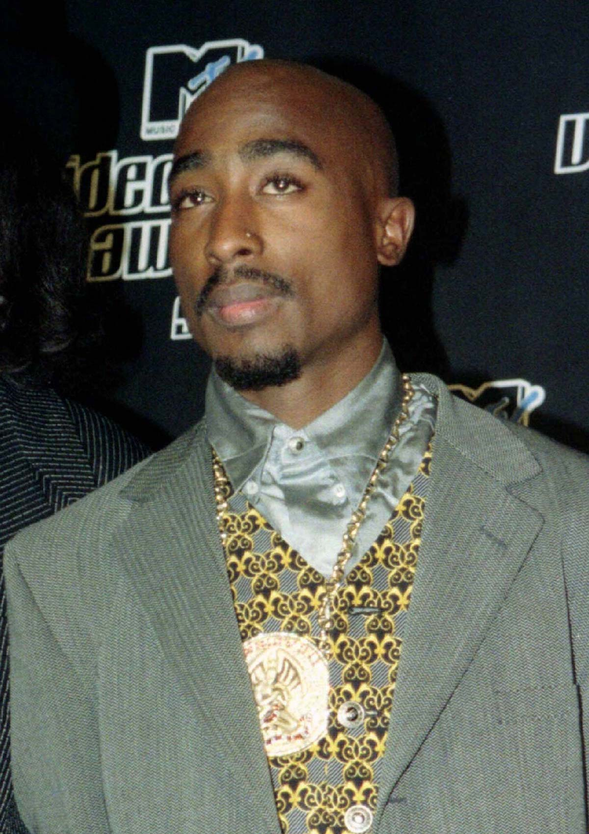 FILE PHOTO 4SEP96 - Rap music star Tupac Shakur died September 13, six days after being shot four times while riding in a car in Las Vegas. Shakur had been in critical condition since he was shot and had a lung removed in one of two operations. Shakur is shown here at the MTV Music Video Awards in New York September 4. Reuters Images/Mike Segar