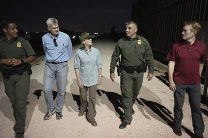 Sens. Ernst, Cassidy and Lankford with CBP agents. (Photo courtesy of Joni Ernst)