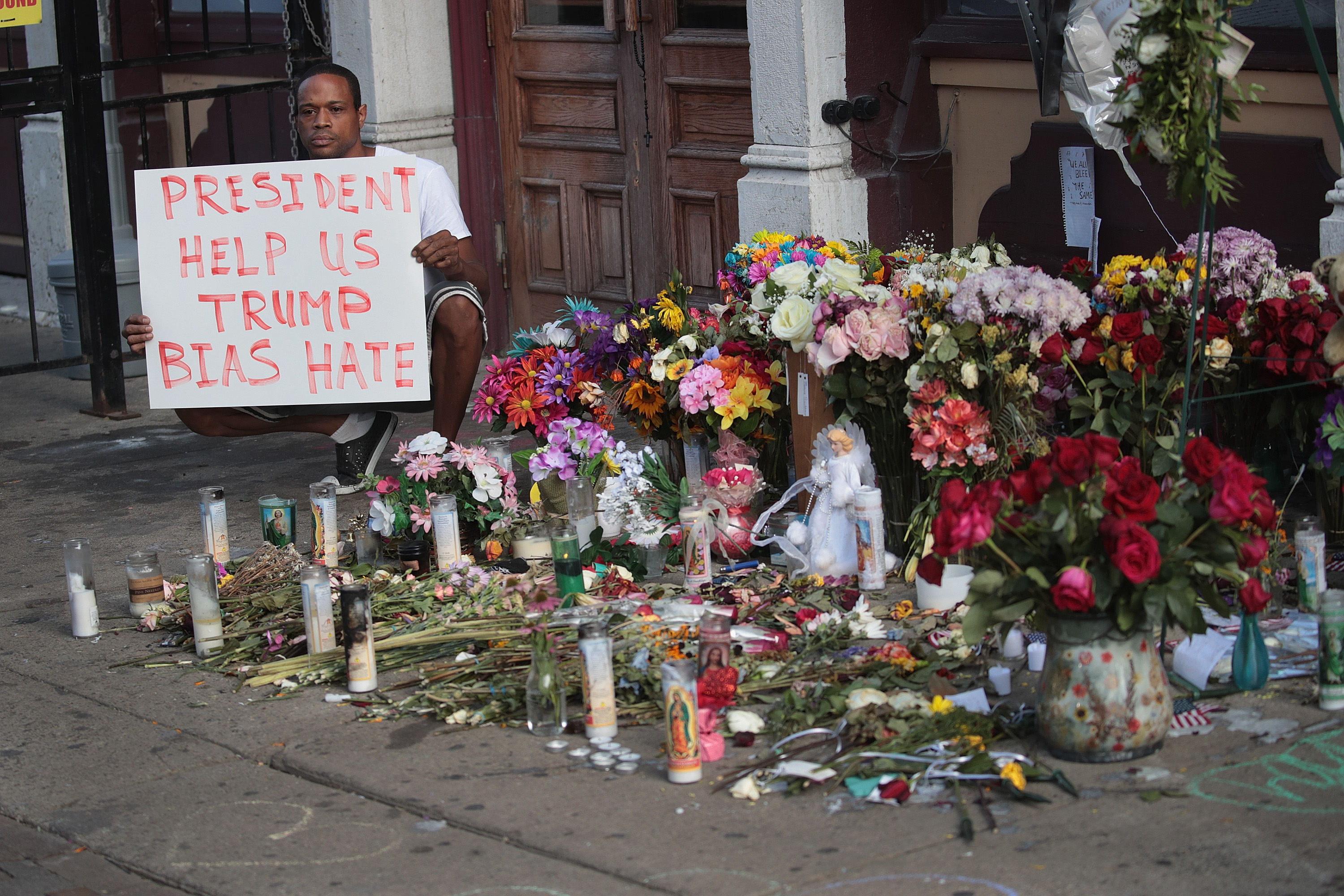 Damon Smith shares a message next to a memorial in the Oregon District, where a mass shooting early Sunday morning left nine dead and 27 wounded, on August 07, 2019 in Dayton, Ohio. (Photo by Scott Olson/Getty Images)