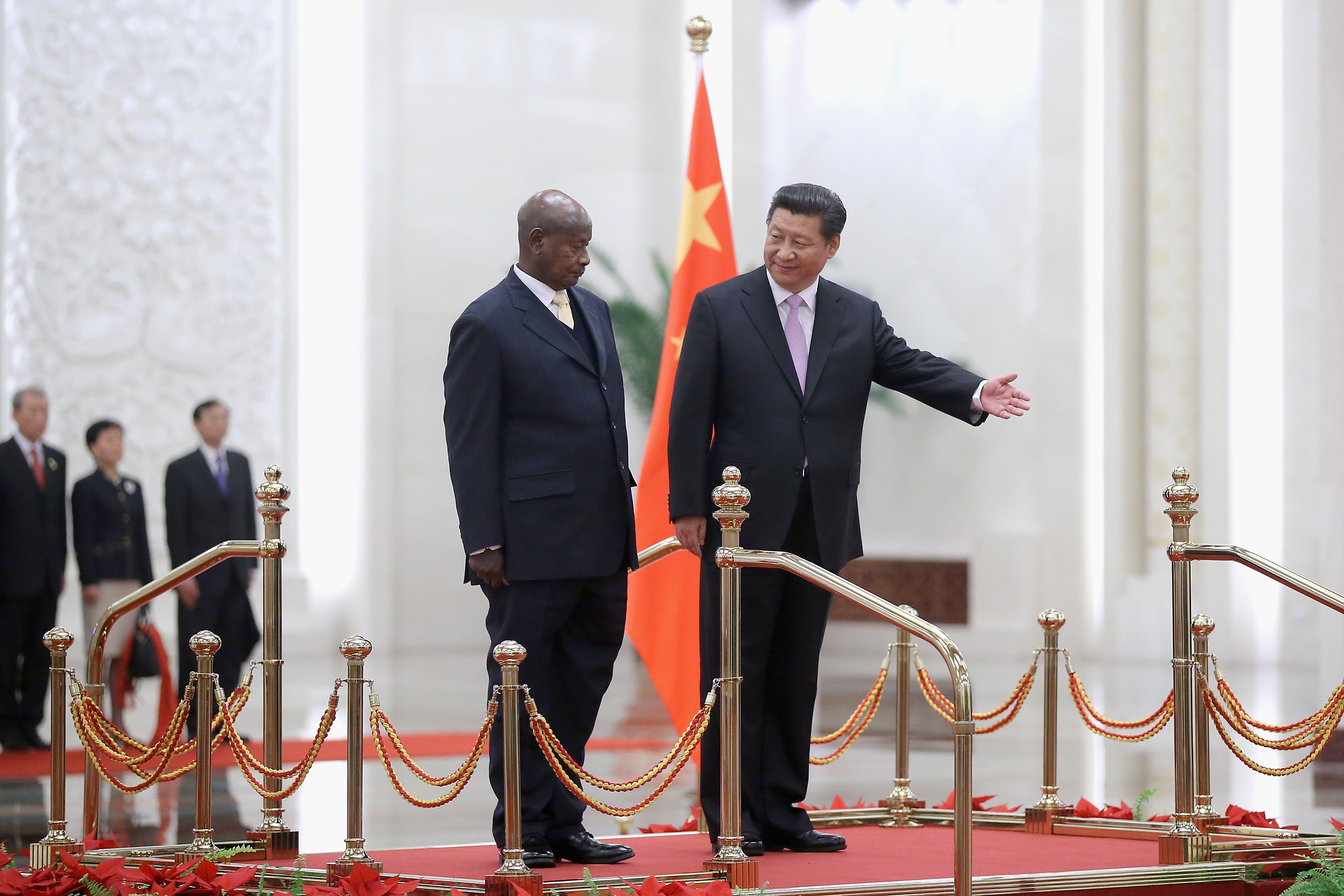 Chinese President Xi Jinping (R) invites Ugandan President Yoweri Kaguta Museveni (L) to view an honour guard during a welcoming ceremony inside the Great Hall of the People on March 31, 2015 in Beijing, China. (Photo by Feng Li/Getty Images)