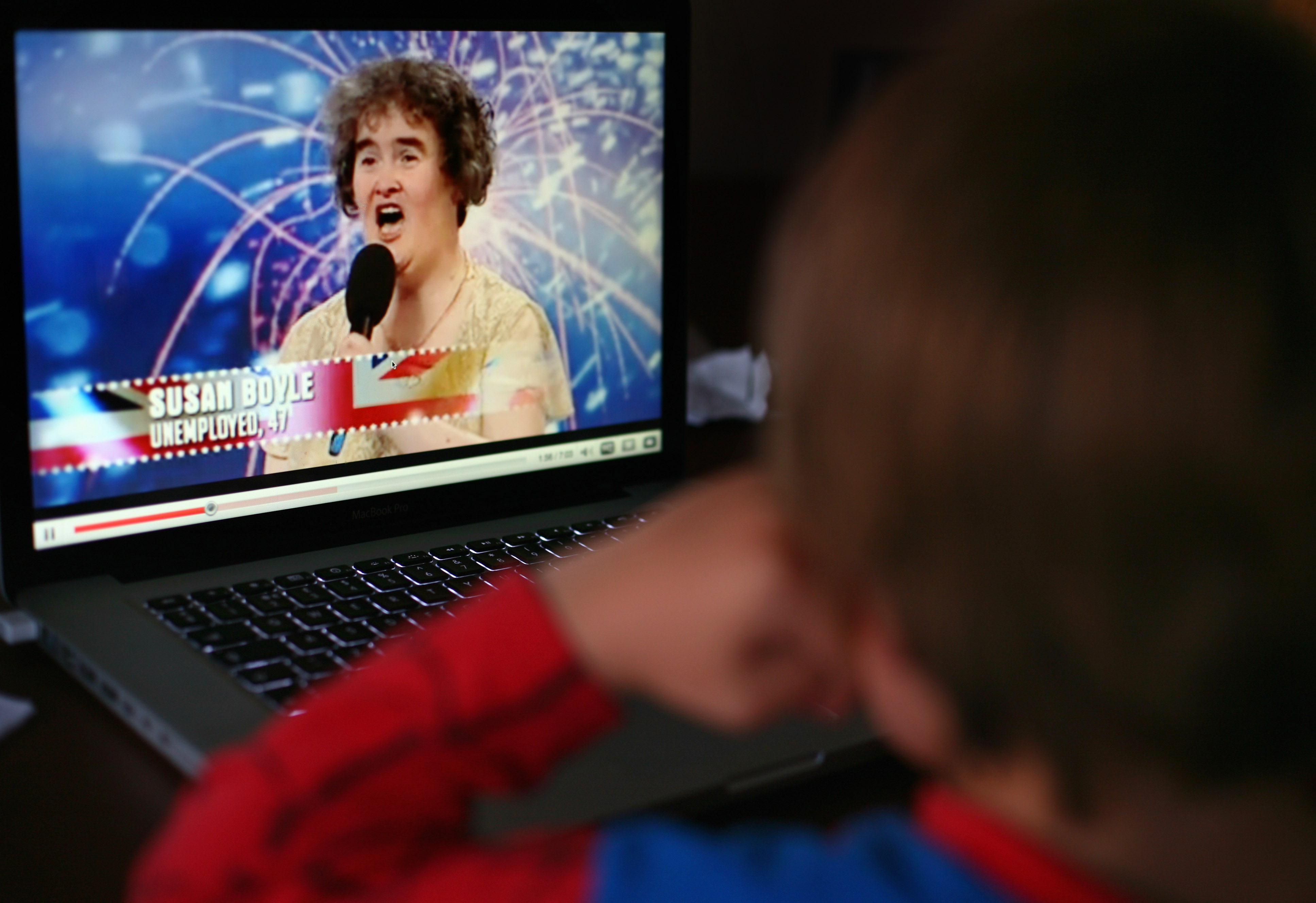 A young boy watches Britain's Got Talent contestant Susan Boyle on You Tube on April 21, 2009 in Glasgow, Scotland. Ms Boyle has become a worldwide sensation after her singing talents stunned judges on the TV show Britain's Got Talent. (Photo by Jeff J Mitchell/Getty Images)