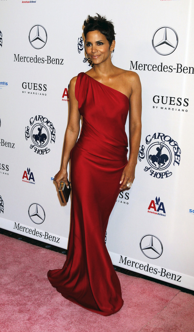 Actress Halle Berry arrives at the Carousel of Hope Ball in Beverly Hills, California October 23, 2010. The ball benefits The Barbara Davis Center for Childhood Diabetes. REUTERS/Fred Prouser