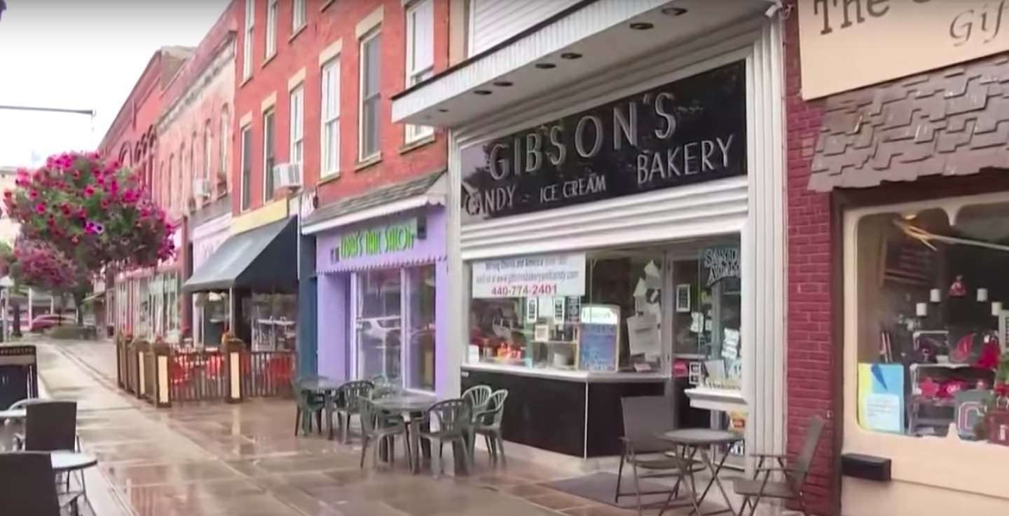 The storefront of Gibson's bakery (Youtube/WKYC Channel 3)