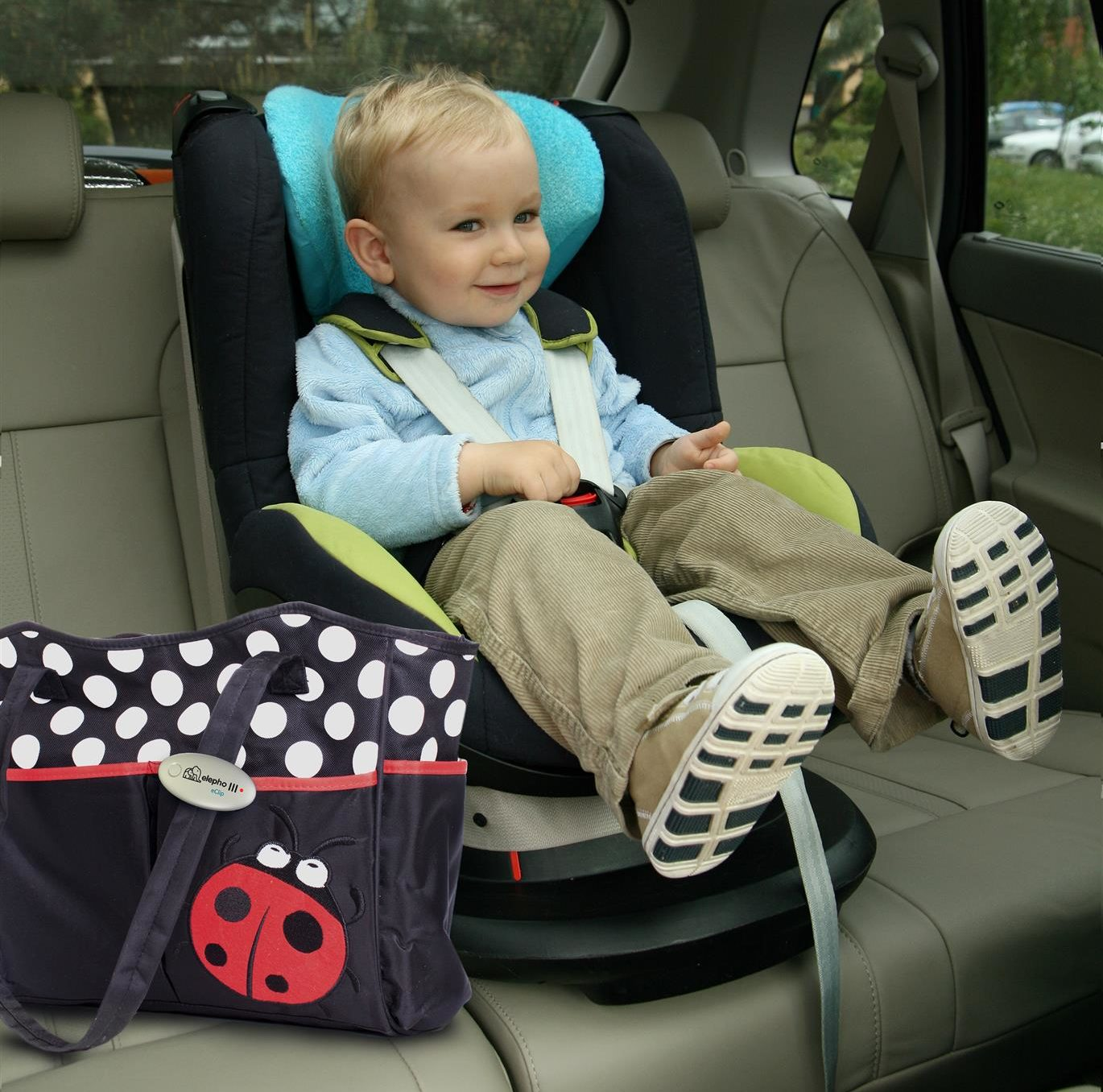 A parent uses the eClip Baby Reminder to keep themselves aware of their baby's location. (Elepho)