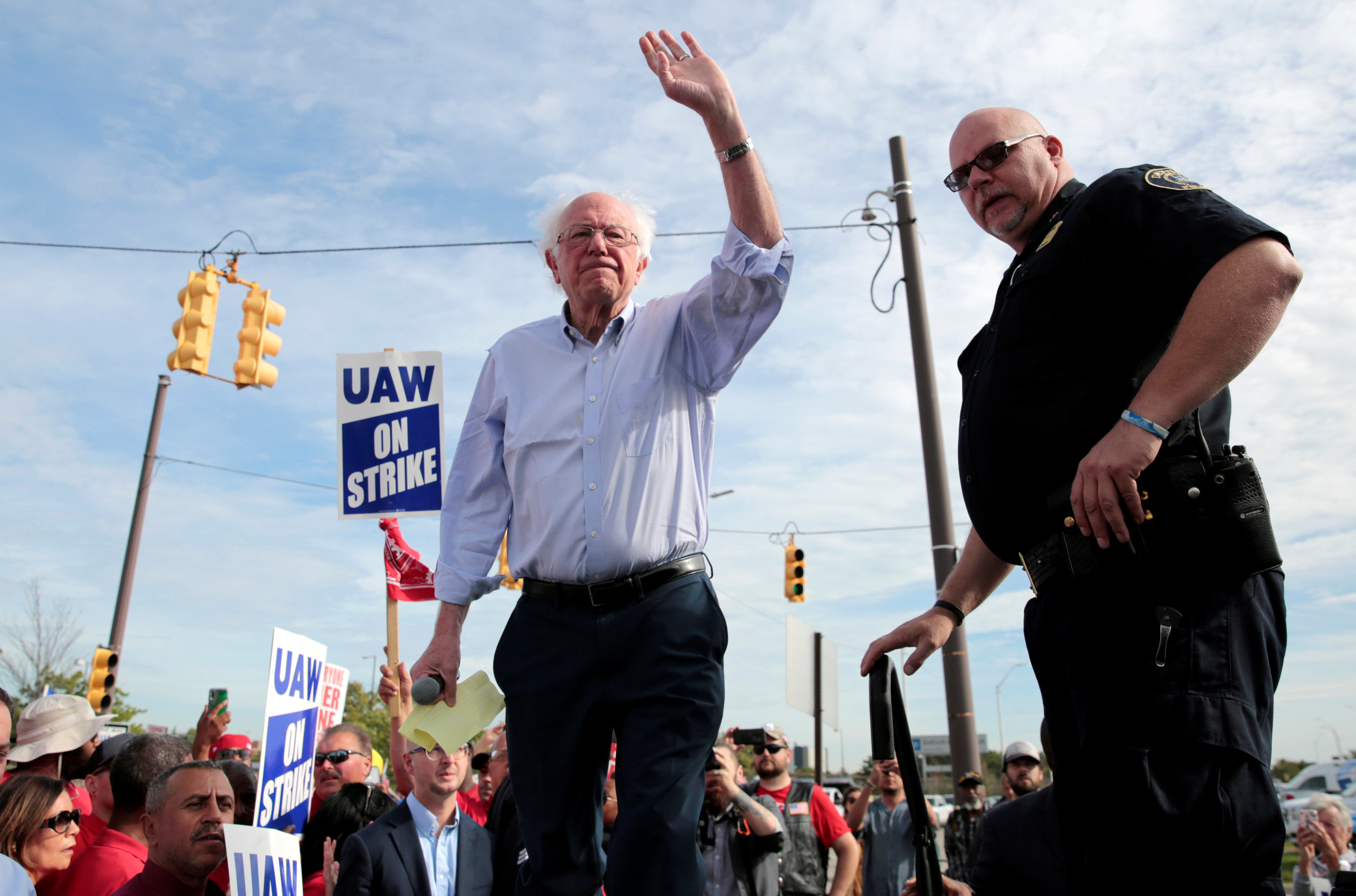 Democratic U.S. presidential candidate Senator Bernie Sanders addresses striking United Auto Workers (UAW) and supporters in Hamtramck, Michigan, U.S. September 25, 2019. REUTERS/Rebecca Cook