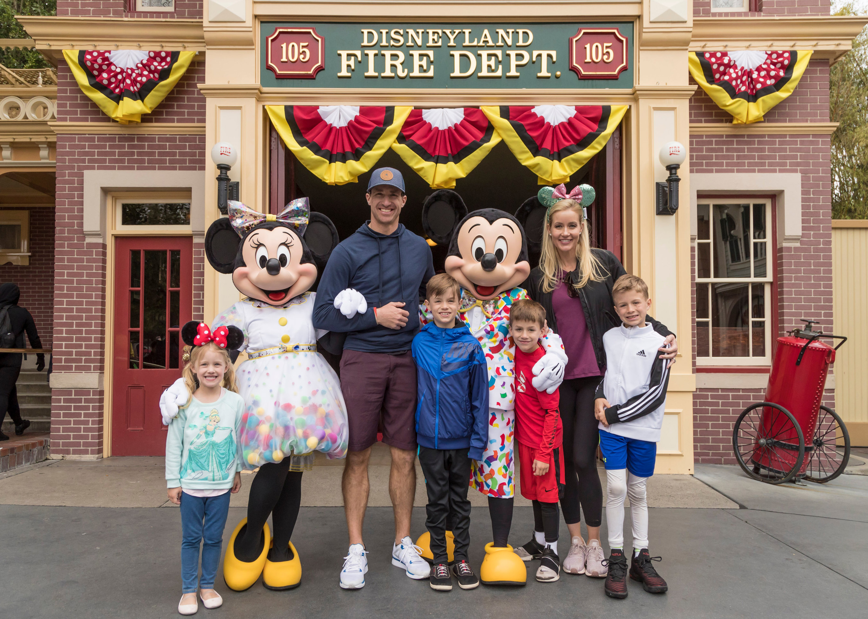 ANAHEIM, CA - MARCH 11: In this handout photo provided by Disneyland Resort, Drew Brees, quarterback for the New Orleans Saints, his wife, Brittany Brees, and their four children (l-r) Rylen, 5, Bowen, 9, Callen, 7, and Baylen, 10, pose with Mickey Mouse and Minnie Mouse while vacationing at Disneyland Park on March 11, 2019 in Anaheim, California. Mickey and Minnie sported their outfits for Get Your Ears On A Mickey and Minnie Celebration taking place at Disneyland Resort. (Photo by Joshua Sudock/Disneyland Resort via Getty Images)