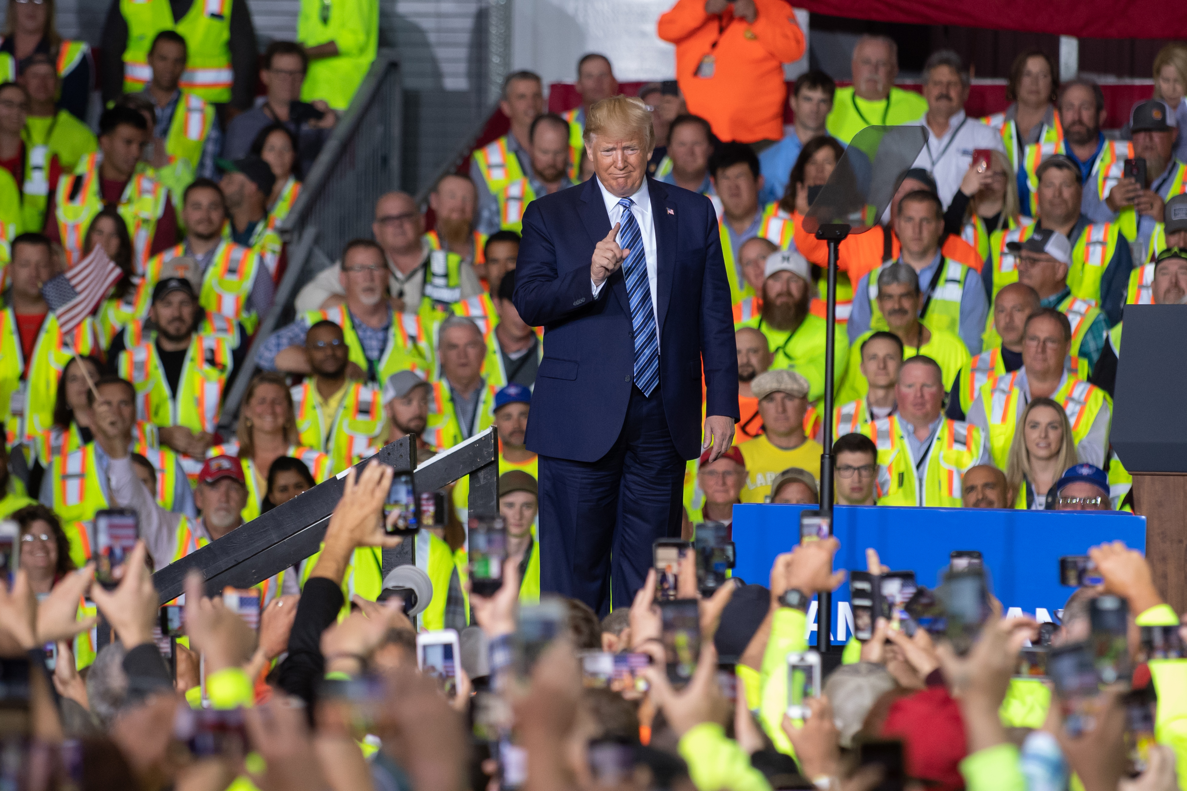 MONACA, PA - AUGUST 13: US President Donald Trump speaks to 5000 contractors at the Shell Chemicals Petrochemical Complex on August 13, 2019 in Monaca, Pennsylvania. President Donald Trump delivered a speech on the economy, and focused on manufacturing and energy sector jobs. (Photo by Jeff Swensen/Getty Images)