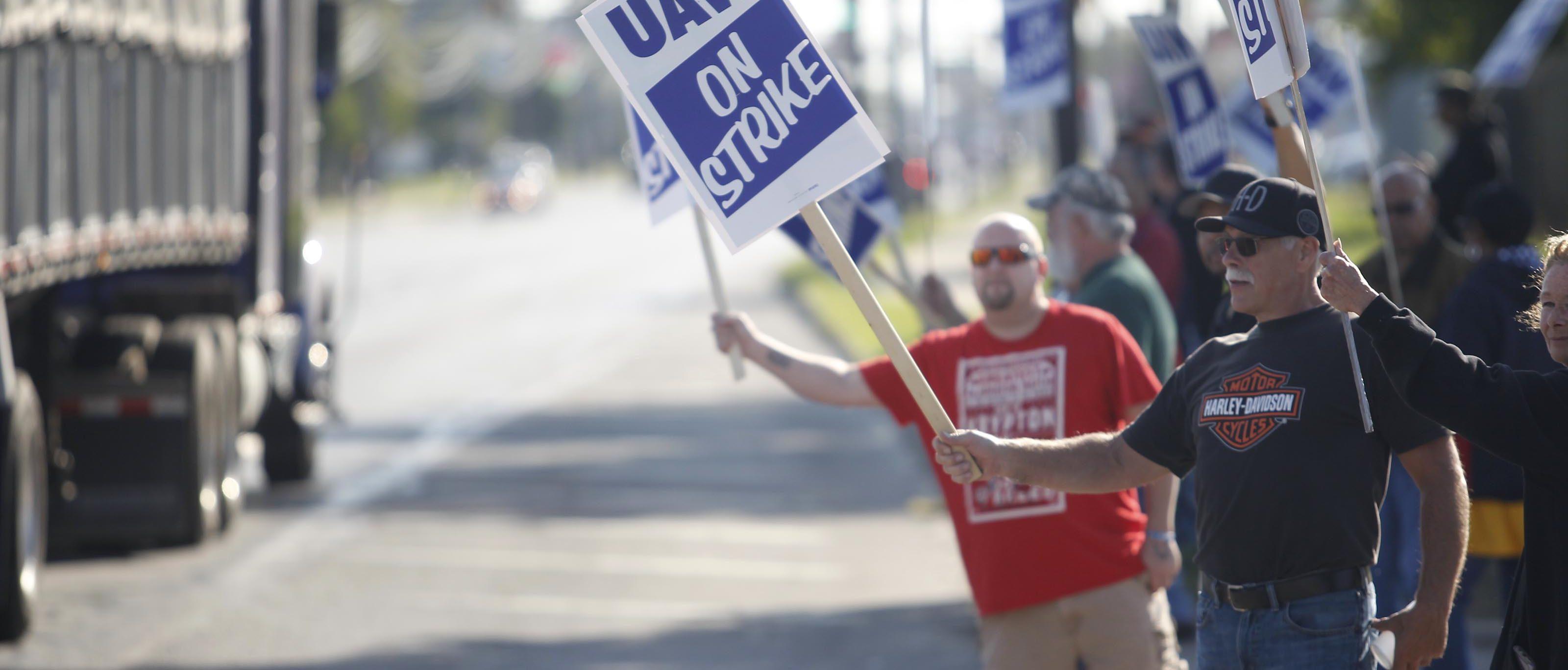 Auto Union Members' Strike Against General Motors Rolls Into Second Week