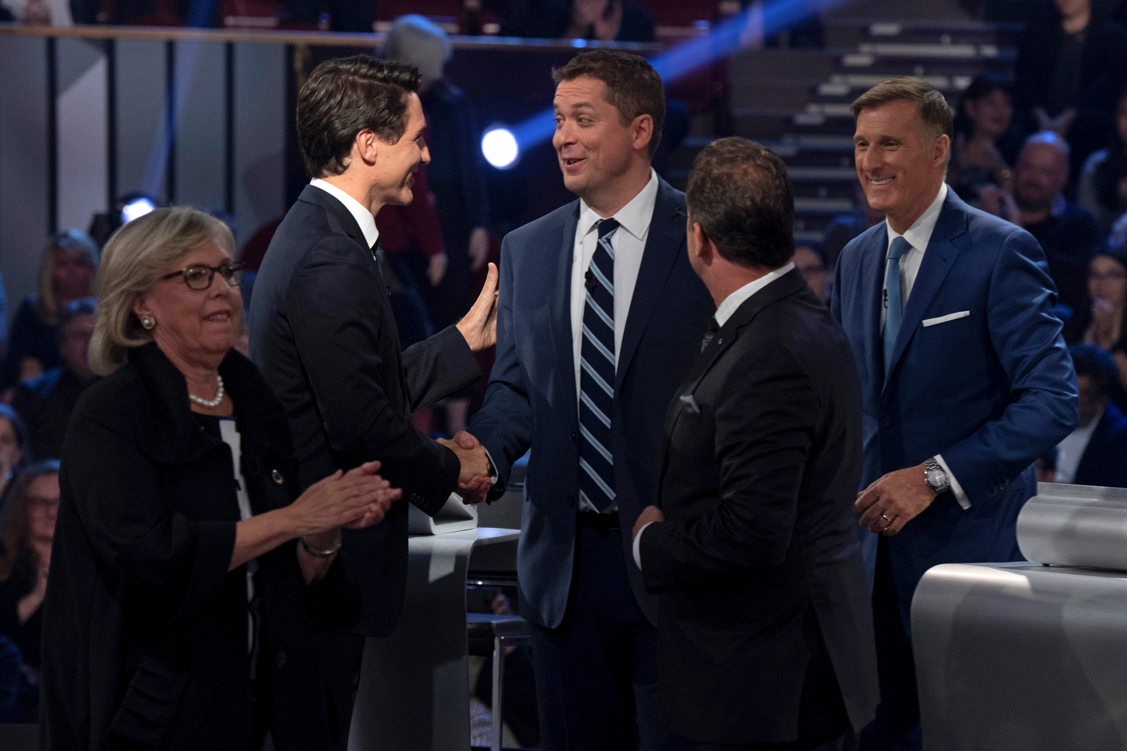 Liberal leader Justin Trudeau shakes hands with Conservative leader Andrew Scheer as People's Party of Canada leader Maxime Bernier, Bloc Quebecois leader Yves-Francois Blanchet and Green Party leader Elizabeth May leave the stage following the Federal leaders debate in Gatineau, Quebec, Canada October 7, 2019. Picture taken October 7, 2019. Justin Tang/Pool via REUTERS