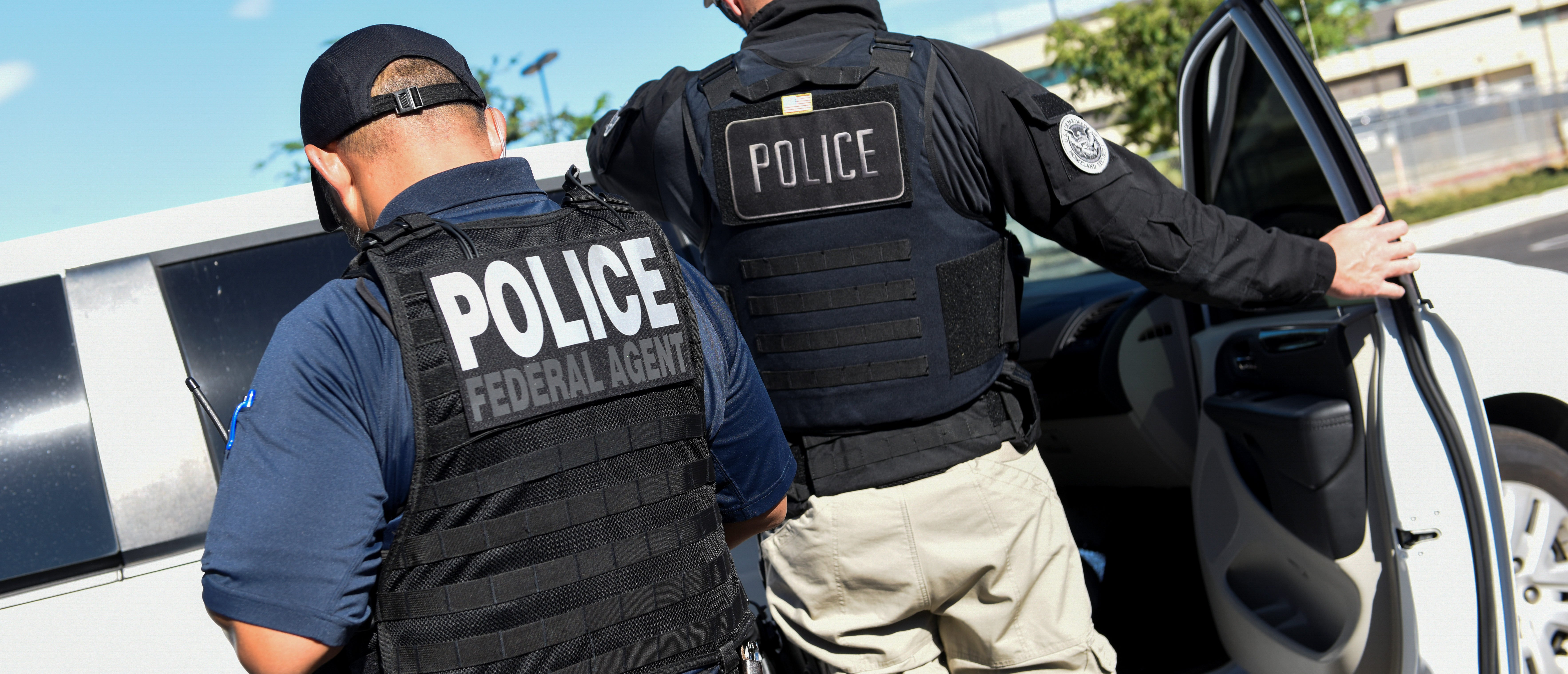 ICE Enforcement and Removal Operations (ERO) officers transfer an unauthorized immigrant with a criminal record during an Immigration and Customs Enforcement (ICE) operation in San Jose, California, U.S., Sept. 25, 2019. REUTERS/Kate Munsch