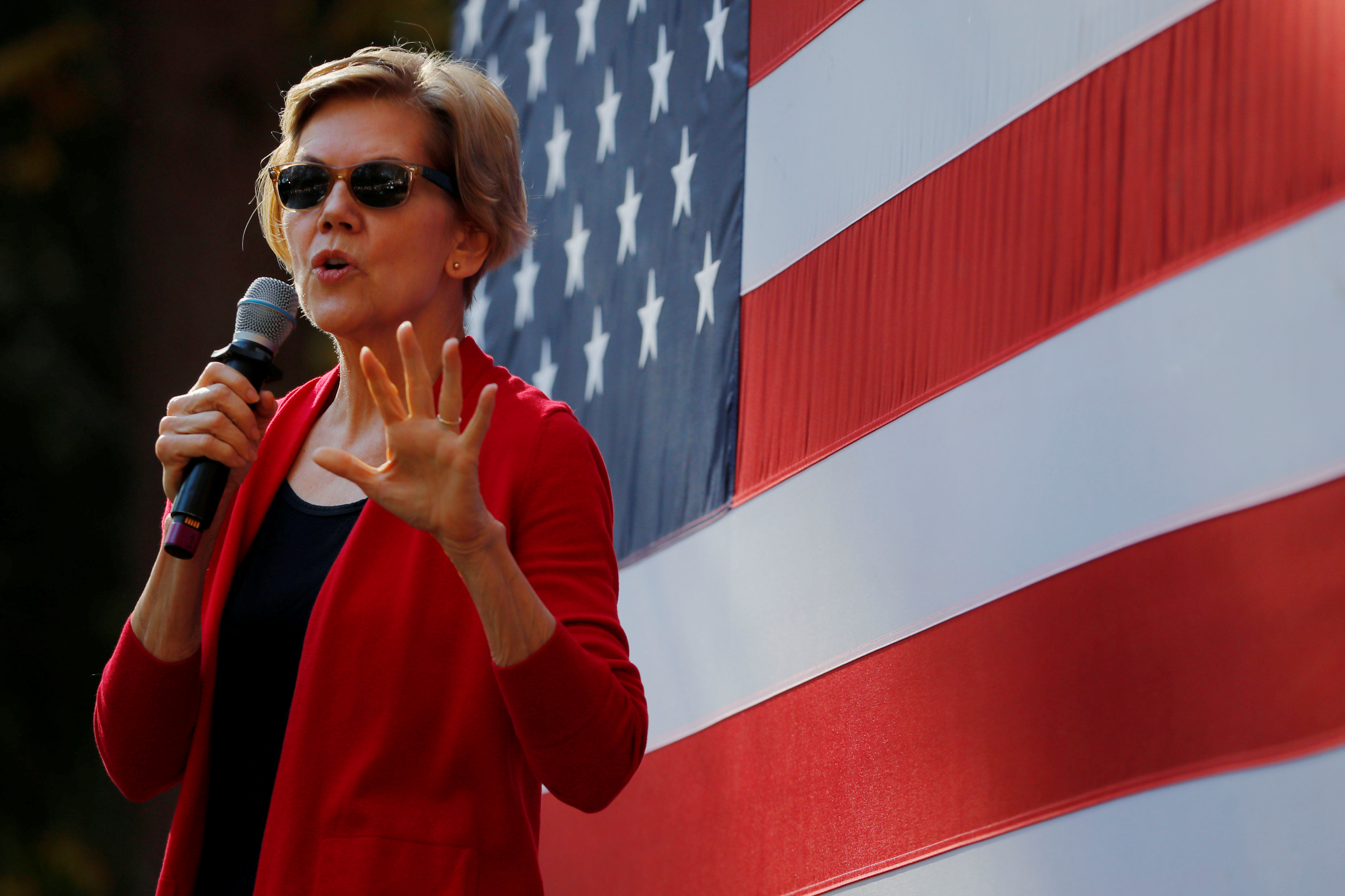 FILE PHOTO: Democratic 2020 U.S. presidential candidate and U.S. Senator Elizabeth Warren (D-MA) speaks at a campaign town hall meeting at Dartmouth College in Hanover, New Hampshire, U.S., October 24, 2019. REUTERS/Brian Snyder/File Photo