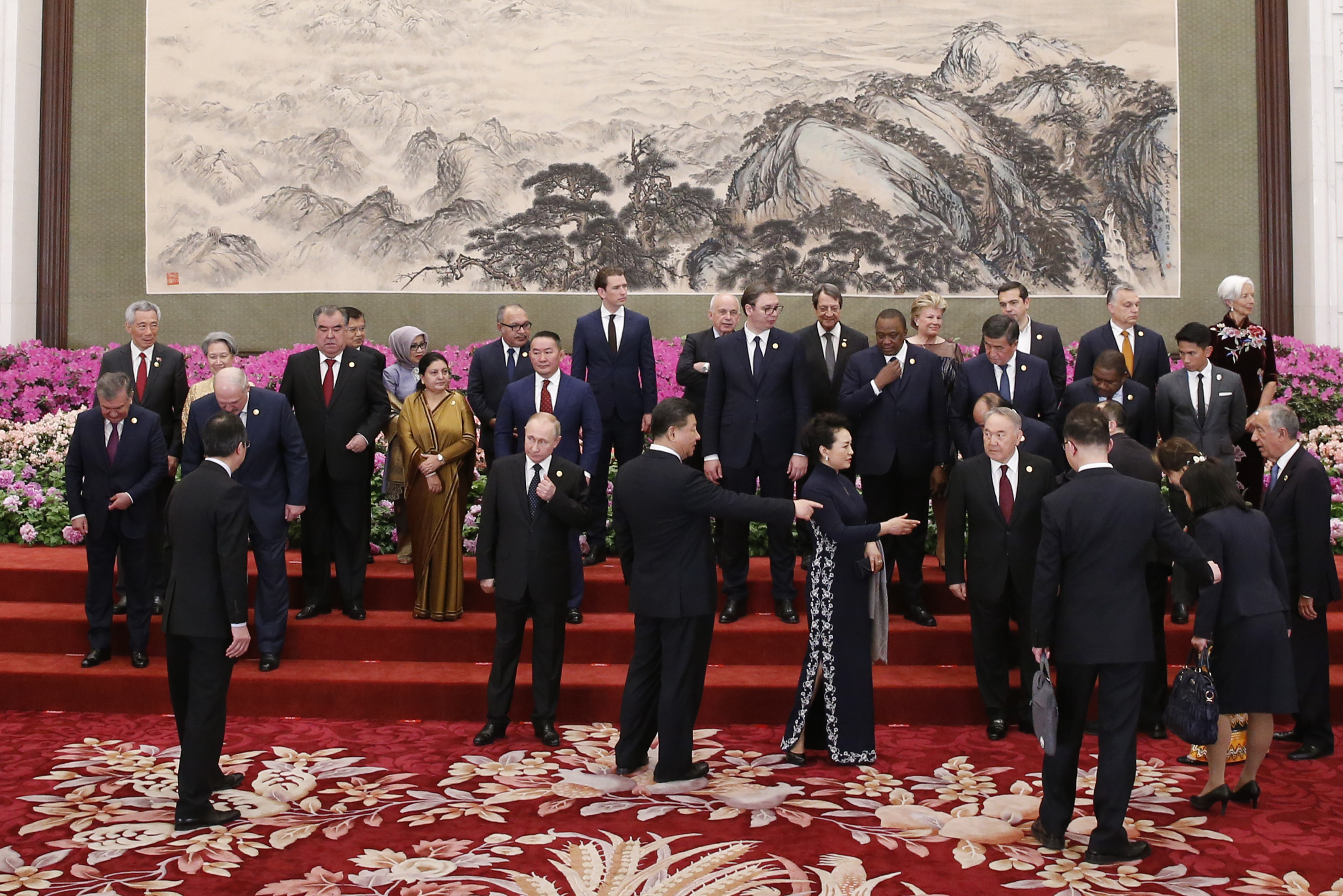 BEIJING, CHINA - APRIL 26: Russian President Vladimir Putin (C-L) and other leaders arrive to attend a group photo session at a welcoming banquet for the Belt and Road Forum hosted by Chinese President Xi Jinping (C) and his wife, Peng Liyuan, (C-R) at the Great Hall of the People on April 26, 2019 in Beijing, China. (Photo by Jason Lee - Pool/Getty Images)