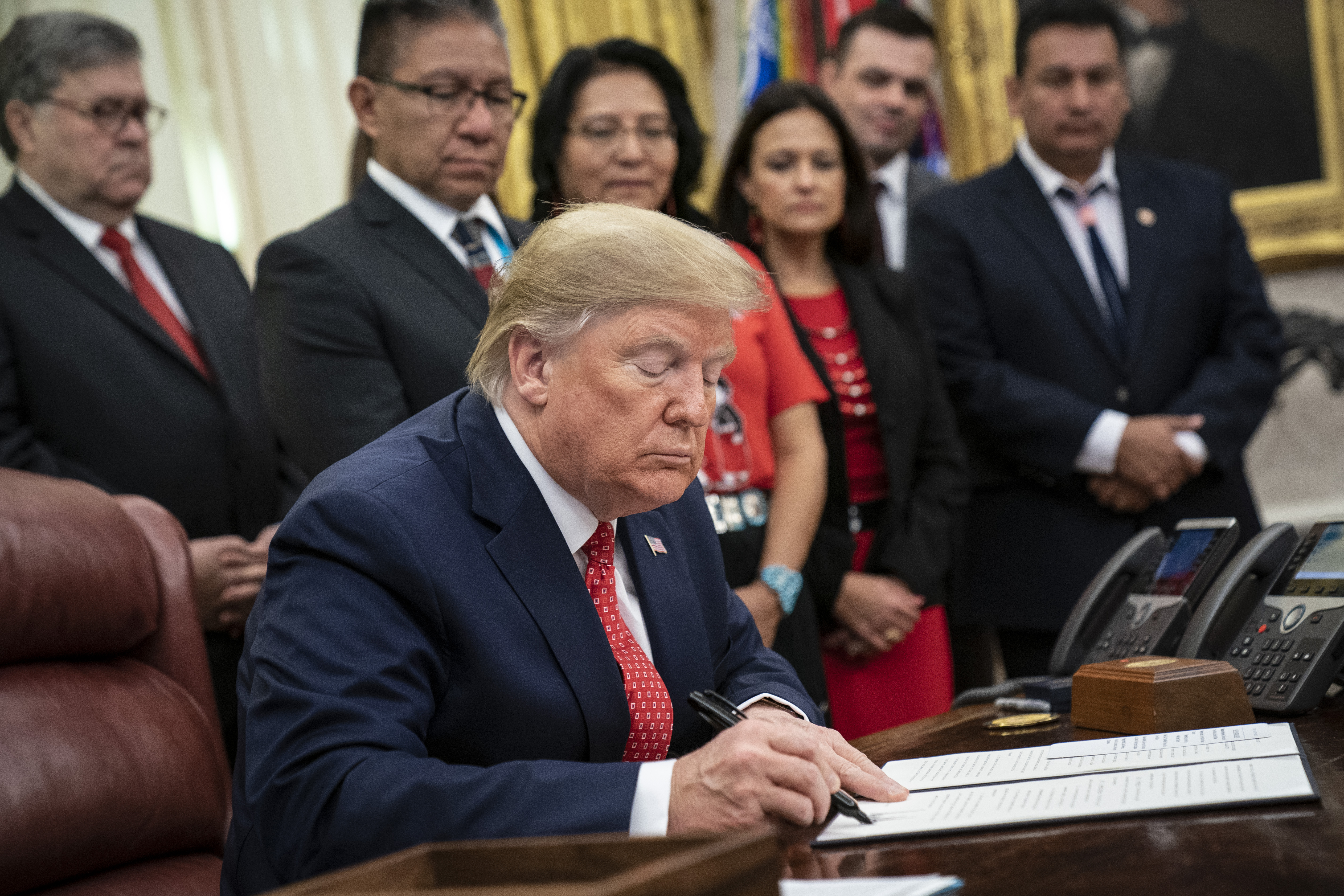 U.S. President Donald Trump signs an executive order establishing the Task Force on Missing and Murdered American Indians and Alaska Natives in the Oval Office of the White House on November 26, 2019. (Drew Angerer/Getty Images)