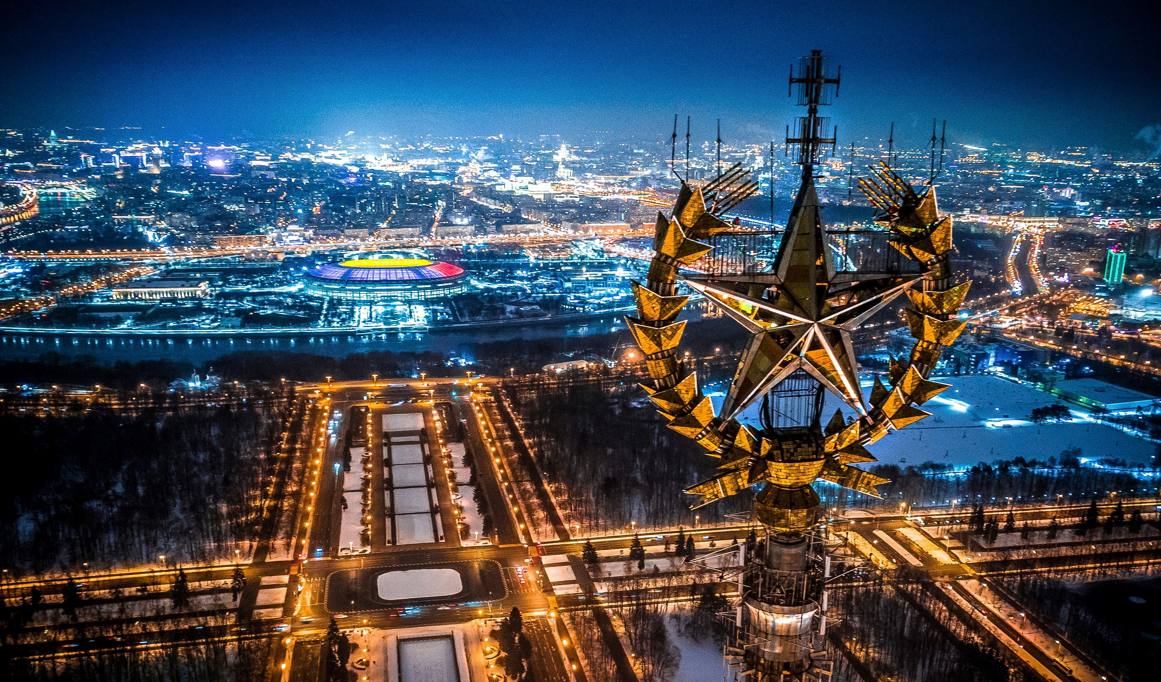 TOPSHOT - An aerial view taken in Moscow on January 27, 2018 shows a star on top of the Moscow State University, Luzhniki Stadium and the Moskva River. (Photo by Dmitry SEREBRYAKOV / AFP) (Photo credit should read DMITRY SEREBRYAKOV/AFP via Getty Images)