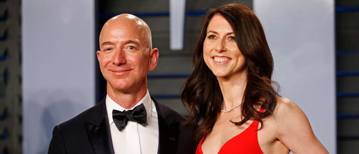2018 Vanity Fair Oscar Party – Arrivals – Beverly Hills, California, U.S., 04/03/2018 – Amazon CEO Jeff and wife MacKenzie Bezos. REUTERS/Danny Moloshok