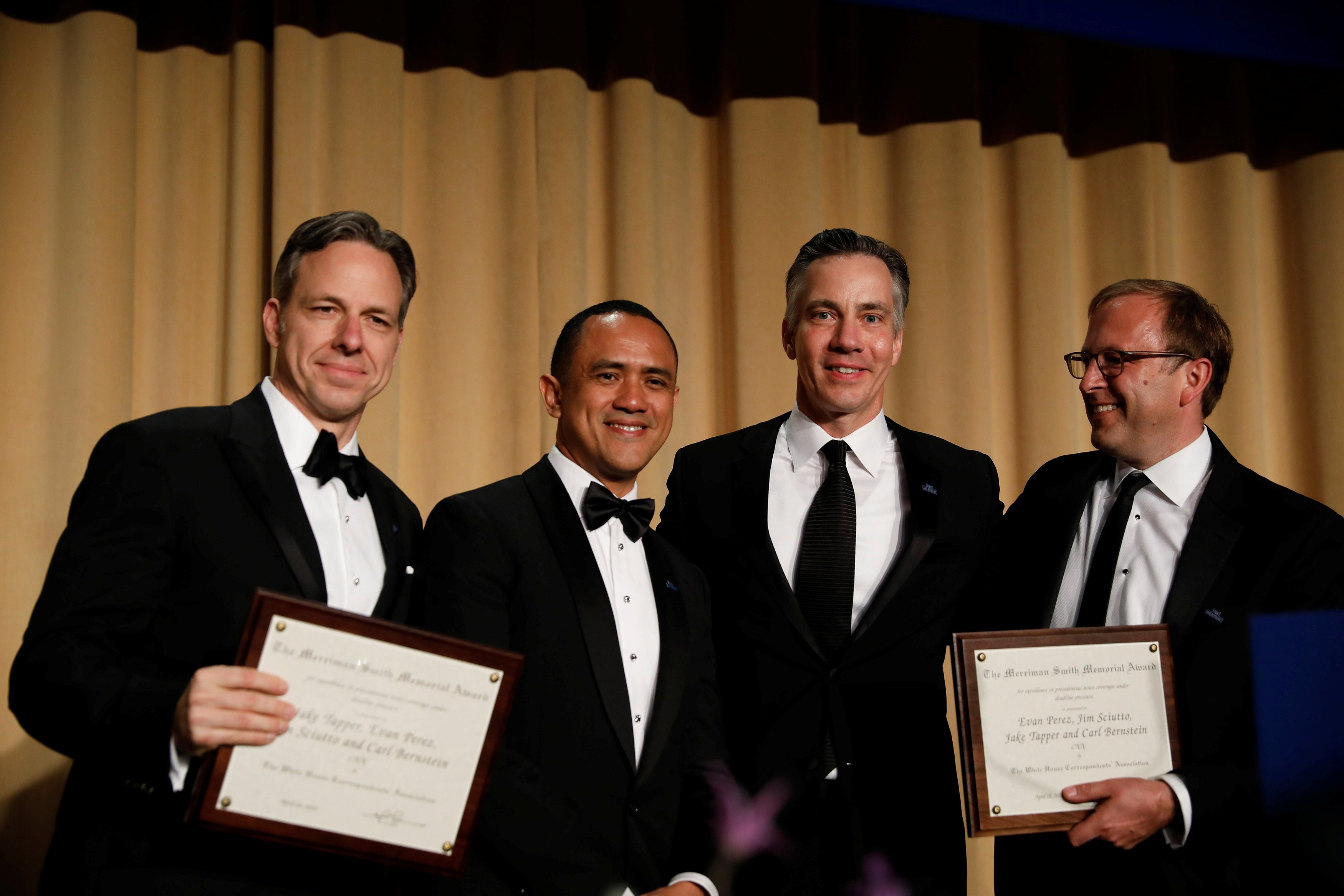 (L-R) CNN's Jake Tapper, Evan Perez and Jim Sciutto accept the Merriman Smith Award from ABC News reporter Jonathan Karl at the White House Correspondents' Association dinner in Washington, U.S., April 28, 2018. REUTERS/Aaron P. Bernstein - RC14CAC9A110