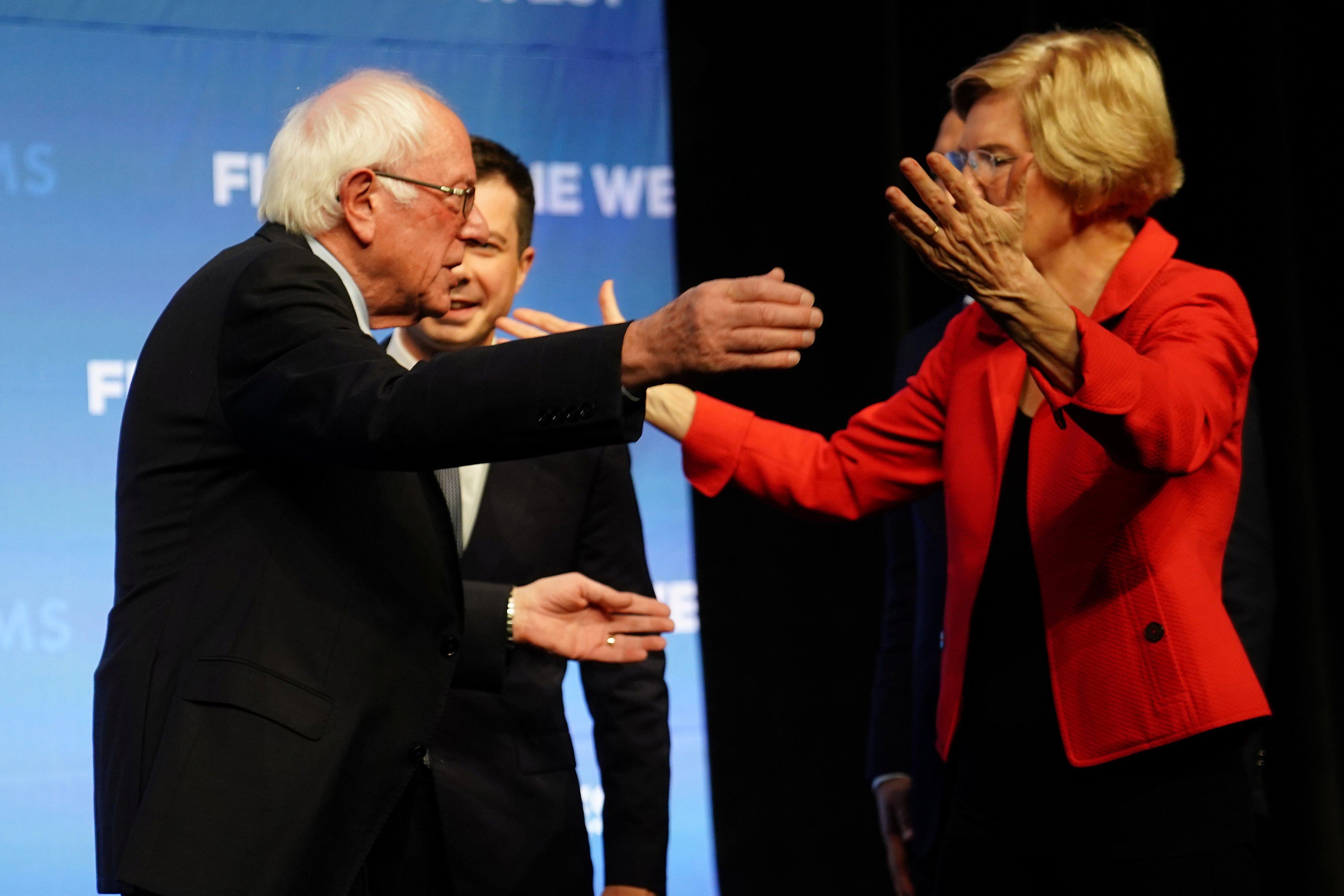 Democratic U.S. presidential candidates Bernie Sanders and Elizabeth Warren hug on stage at a First in the West Event at the Bellagio Hotel in Las Vegas, Nevada, U.S., Nov. 17, 2019. REUTERS/Carlo Allegri