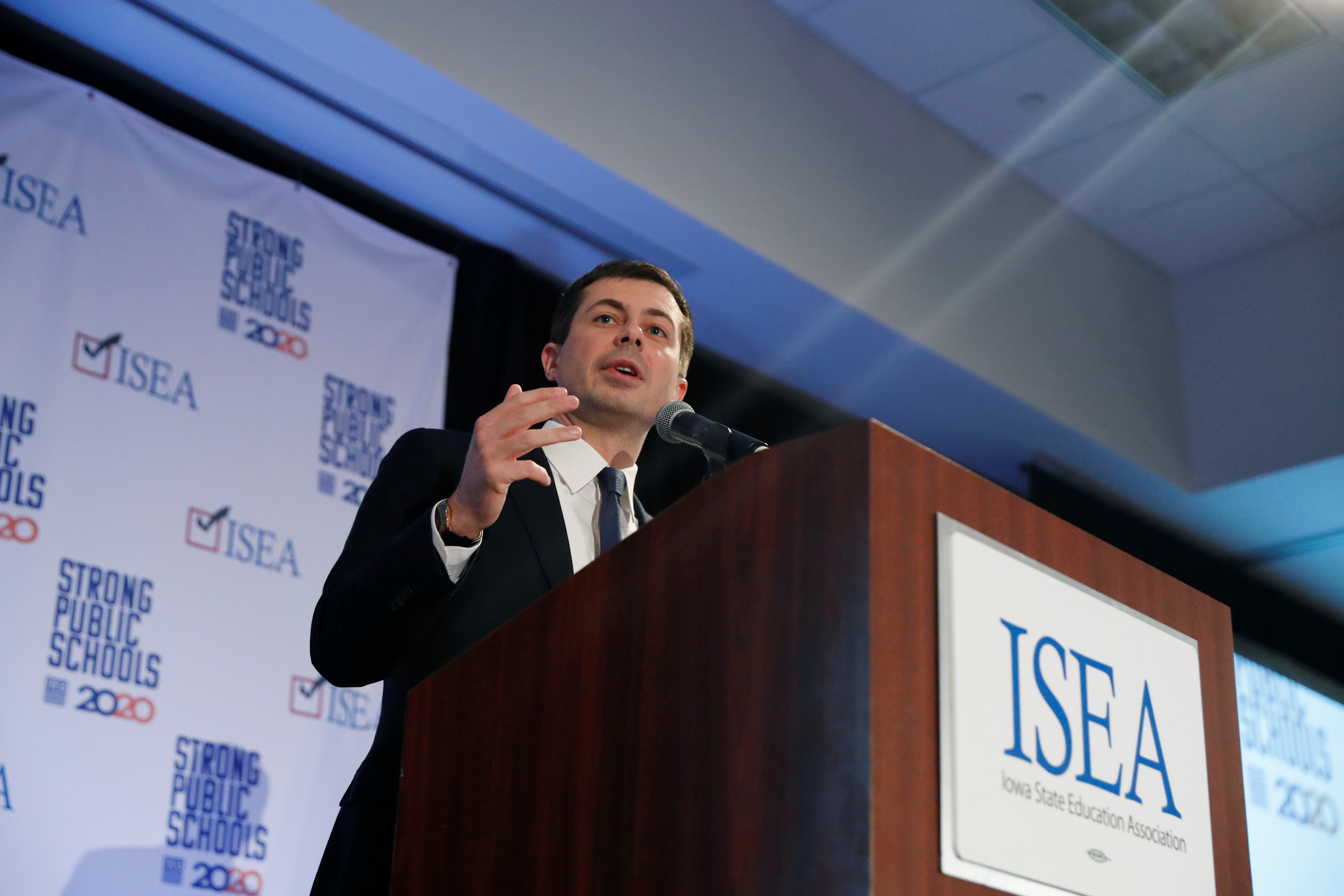 Democratic 2020 U.S. presidential candidate and former South Bend Mayor Pete Buttigieg speaks during the ISEA (Iowa State Education Association) 2020 Legislative Conference West Des Moines, Iowa, U.S., January 18, 2020. REUTERS/Shannon Stapleton