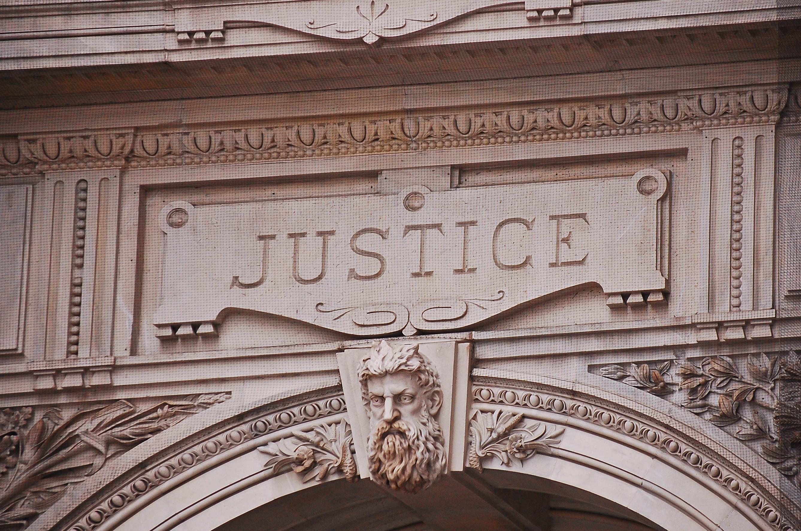 Justice sigh, Philadelphia City Hall, Pennsylvania.(Shutterstock/DimitryBR)